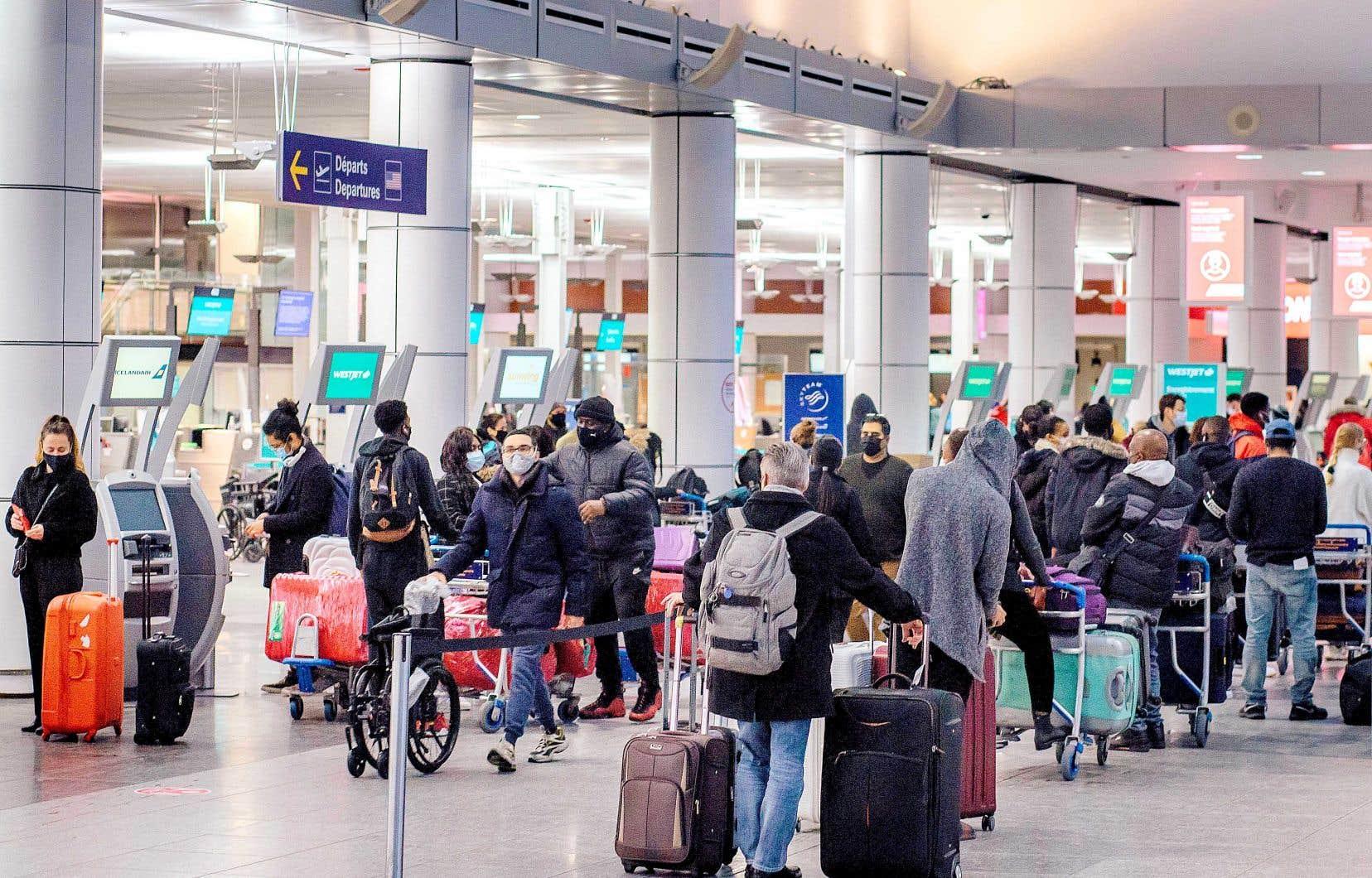 «C'est contre-productif pour les lignes aériennes d'essayer d'encourager des voyages à l'étranger», a dit le ministre Marc Garneau.