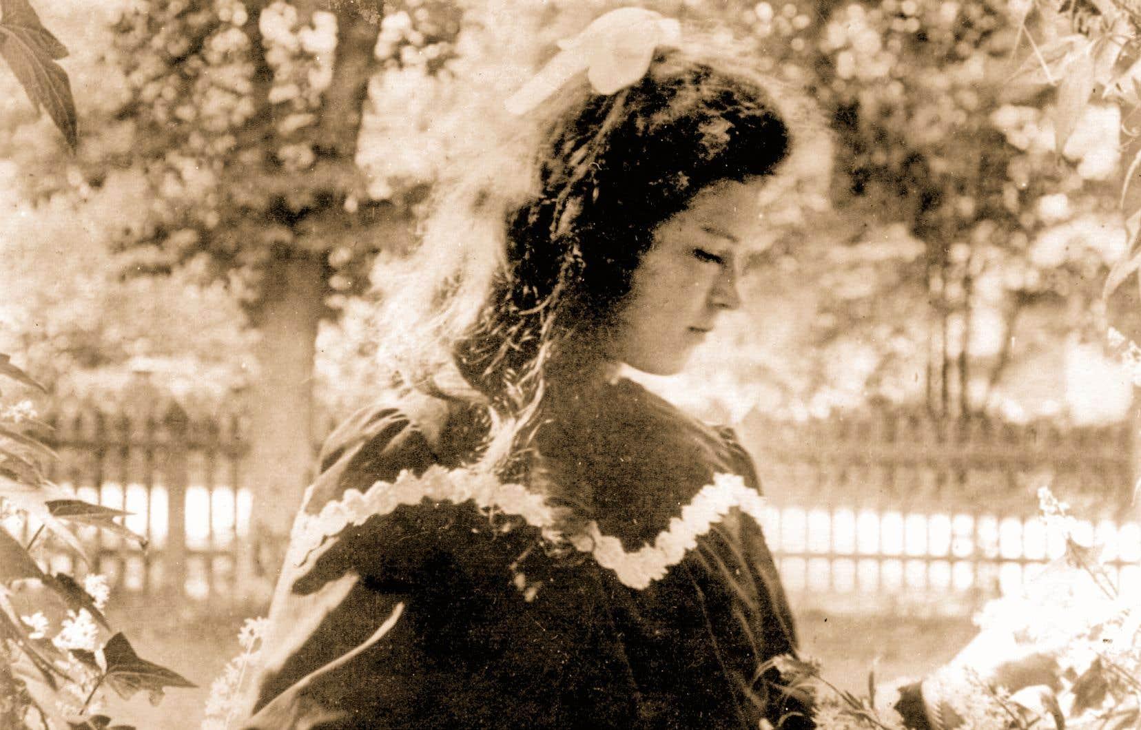 En 1911, Marie Gérin-Lajoie obtient le premier baccalauréat accordé à une femme au Québec.