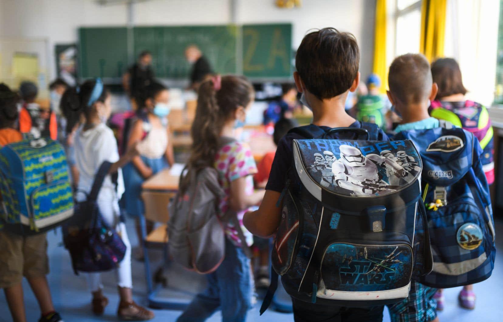 Les écoles publiques voient les améliorations à apporter pour diminuer les risques de transmission, mais n'ont pas la latitude pour les appliquer et garantir un retour en classe sécuritaire, estime l'autrice.
