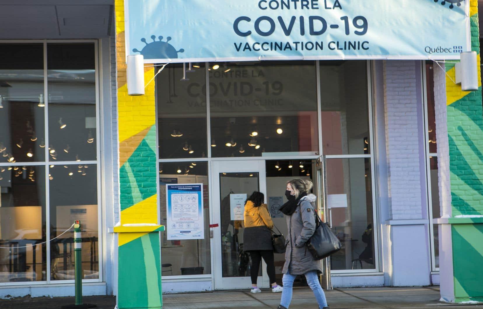 Selon François Paradis, le Québec atteindra sa «vitesse de croisière quand le nombre de sites de vaccination va augmenter».