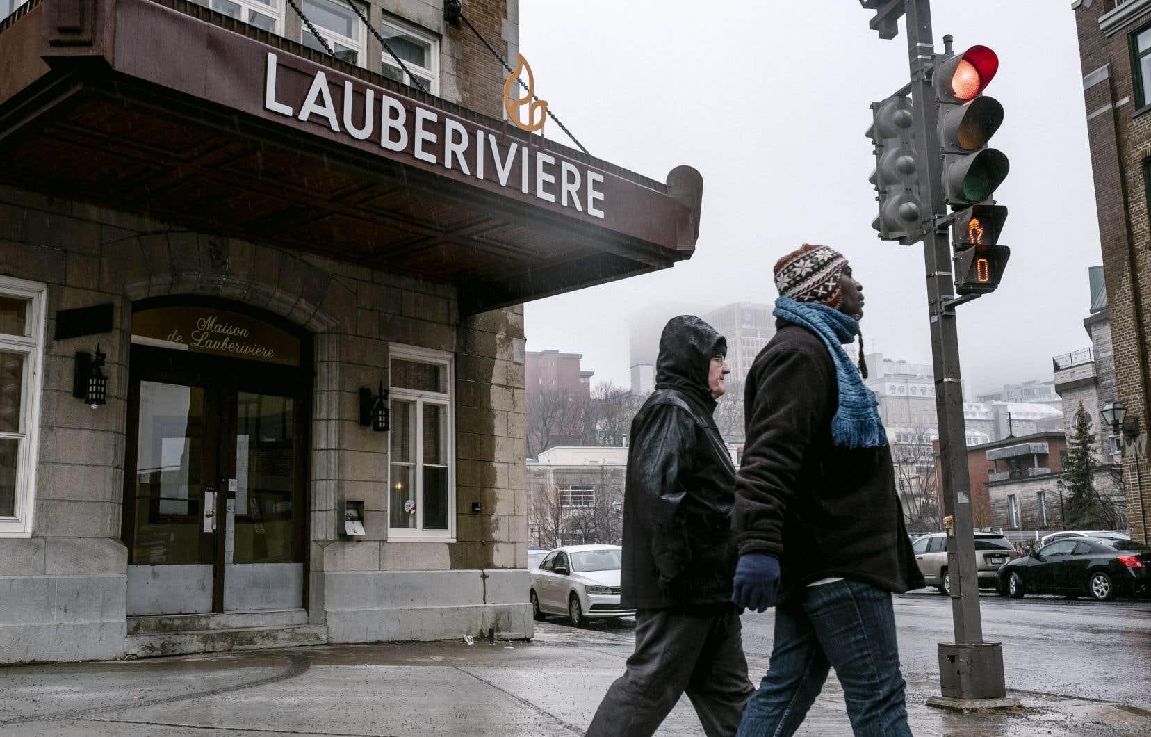 À Québec, les refuges comme la Maison Lauberivière doivent refuser régulièrement des gens faute d'espace pour accueillir tout le monde, en particulier lors des vagues de froid.