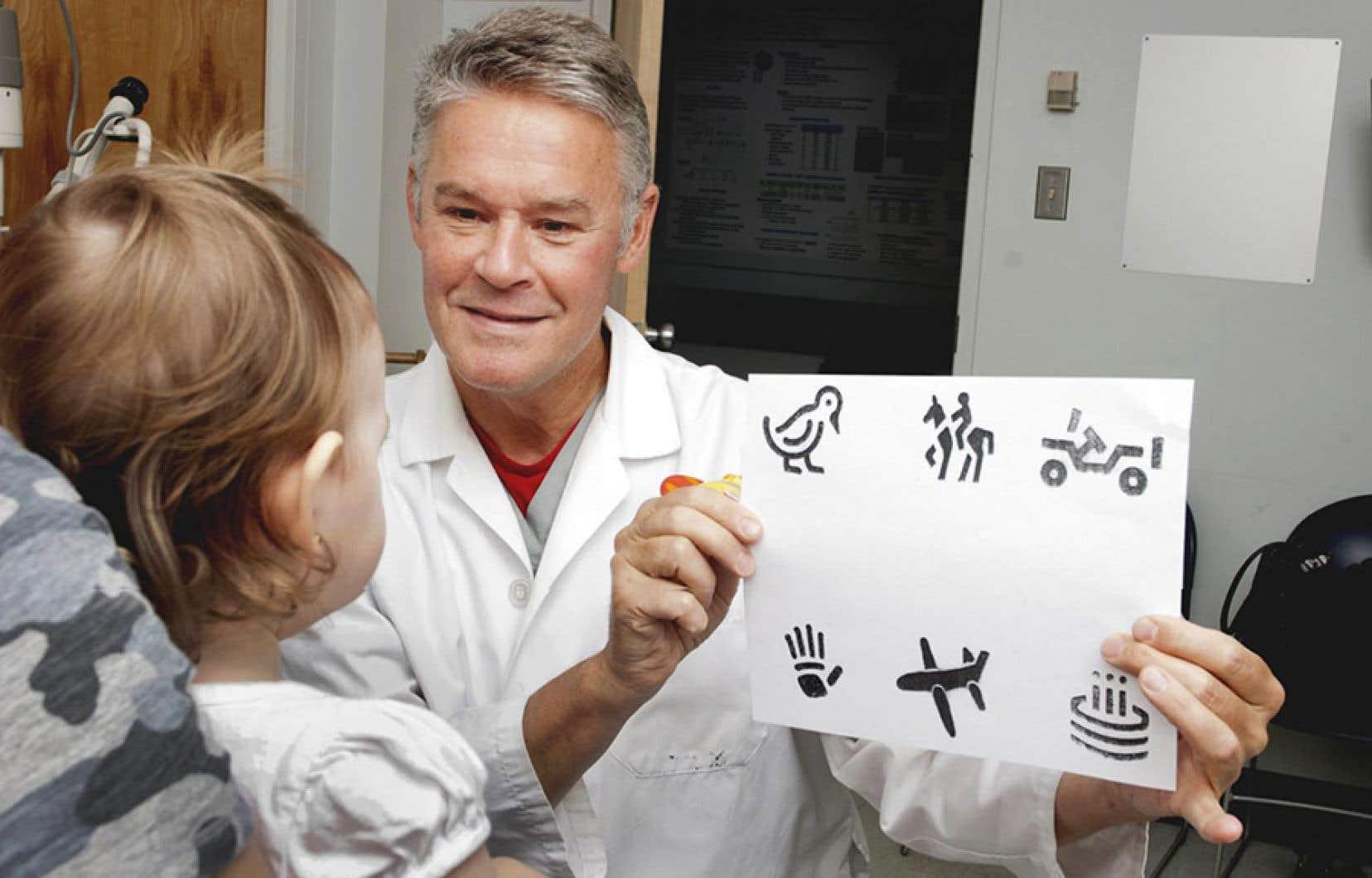 Le Dr Robert Koenekoop a passé les 25 dernières années à étudier tous les gènes responsables des DRH, photographié dans sa clinique à Montréal avant la pandémie de COVID-19.