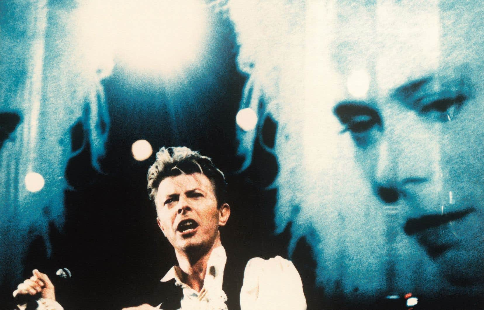 David Bowie et Louise Lecavalier avaient entre autres collaboré lors du Sound+Vision Tour, en 1990.