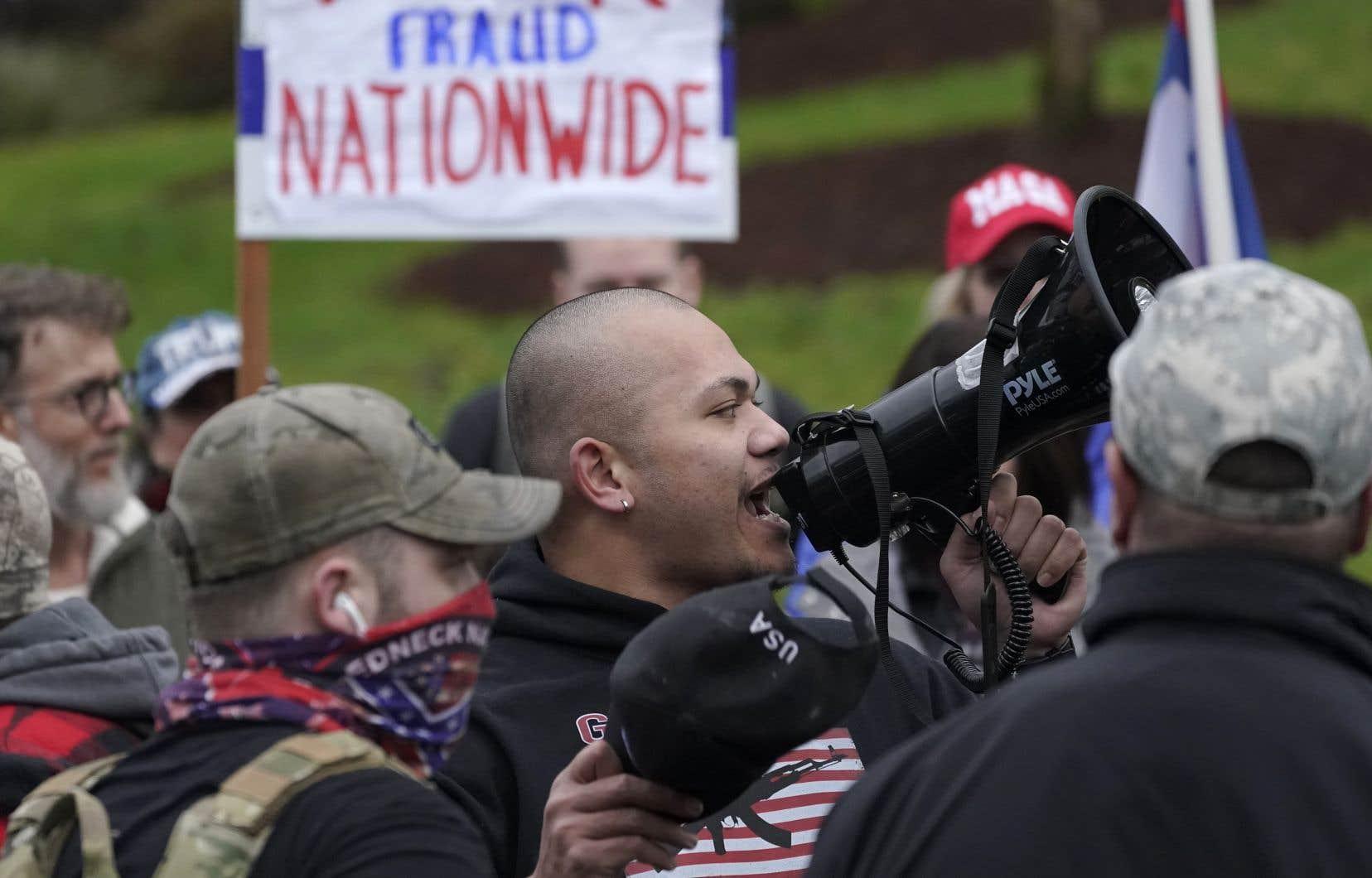 La nouvelle fait suite à l'assaut du Capitole, à Washington, la semaine dernière, dans lequel certains membres des Proud Boys auraient été impliqués.