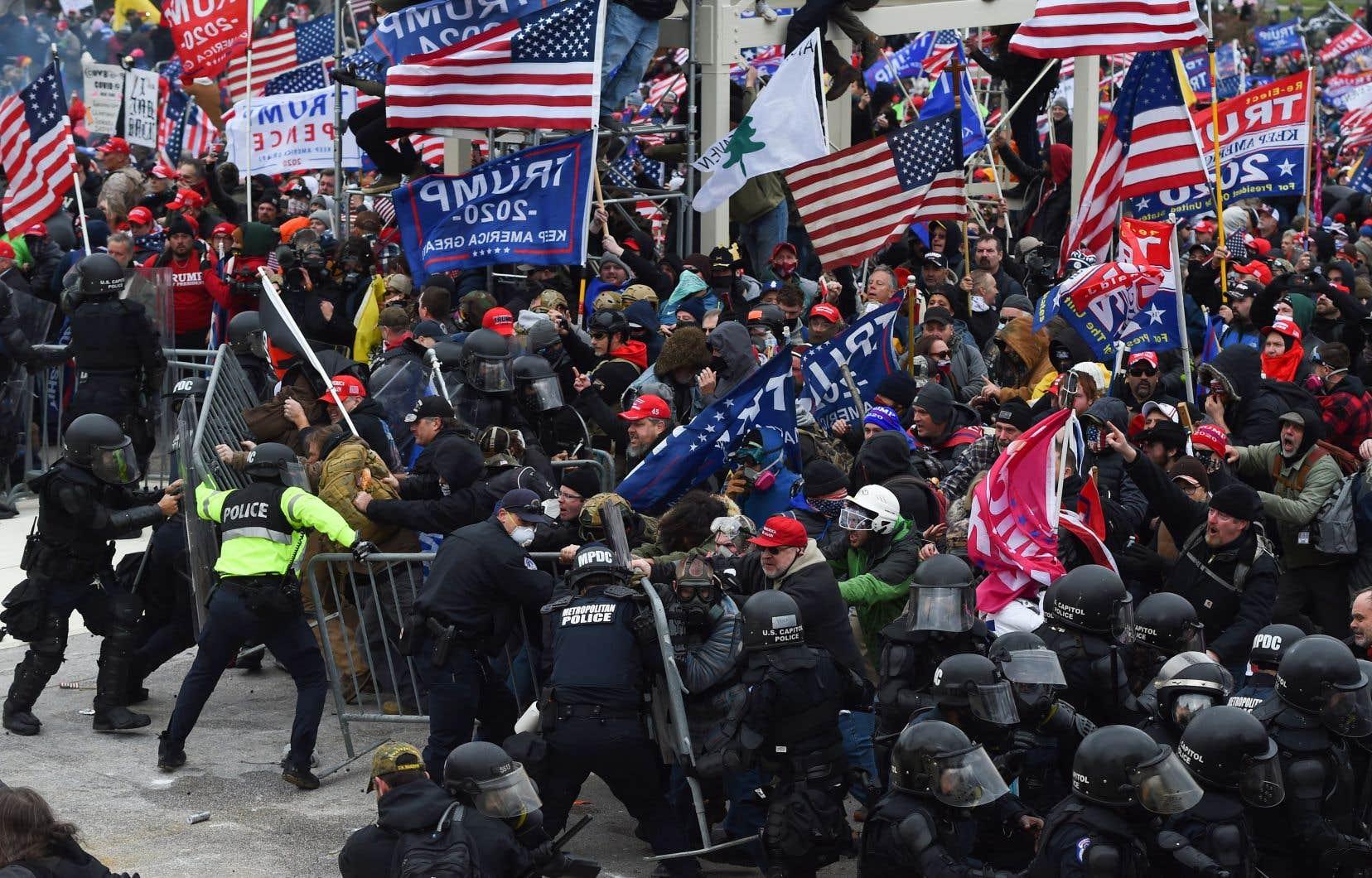 La présence d'une grande foule de partisans venus à Washington à l'invitation de Donald Trump n'aurait pas dû surprendre les autorités.