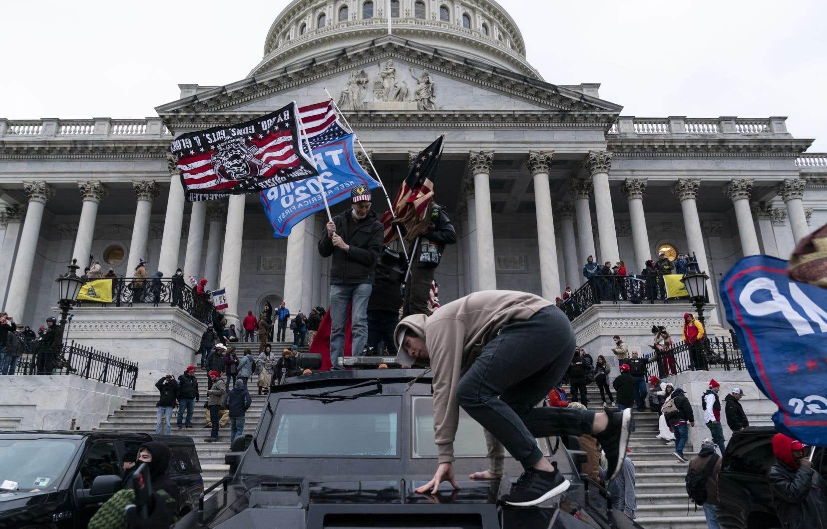 Des centaines de partisans de Donald Trump ont envahi le siège du Congrès à Washington, le 6janvier.