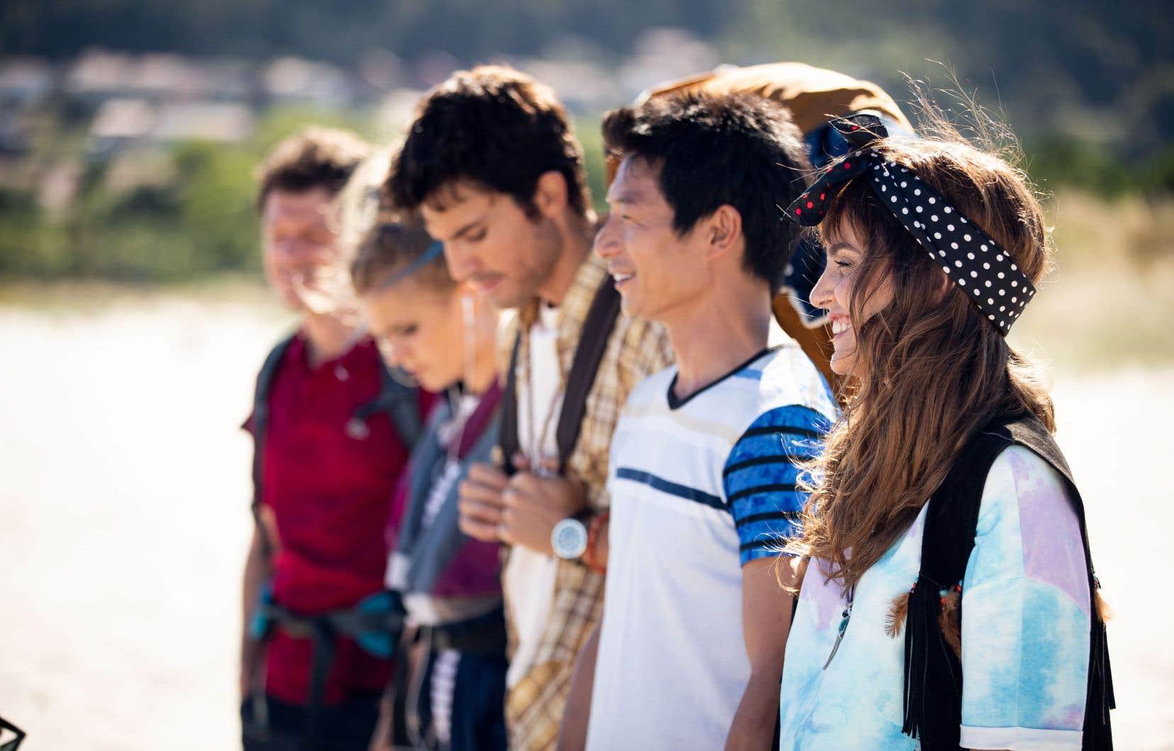 Cette comédie dramatique en huit épisodes est un récit d'apprentissage en trois temps de cinq jeunes adultes qui deviennent amis lors d'un pèlerinage au tournant du millénaire dans la portion espagnole du chemin de Compostelle.
