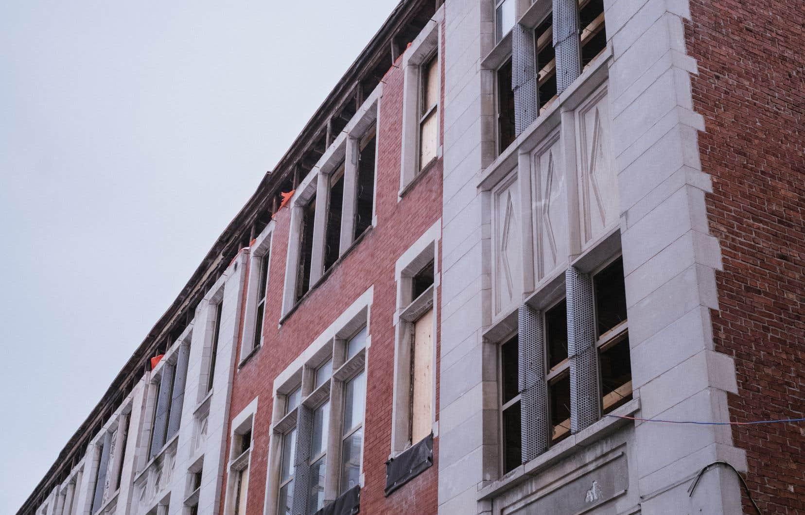 La devanture de l'ancienne école Alexandra, rue Sanguinet
