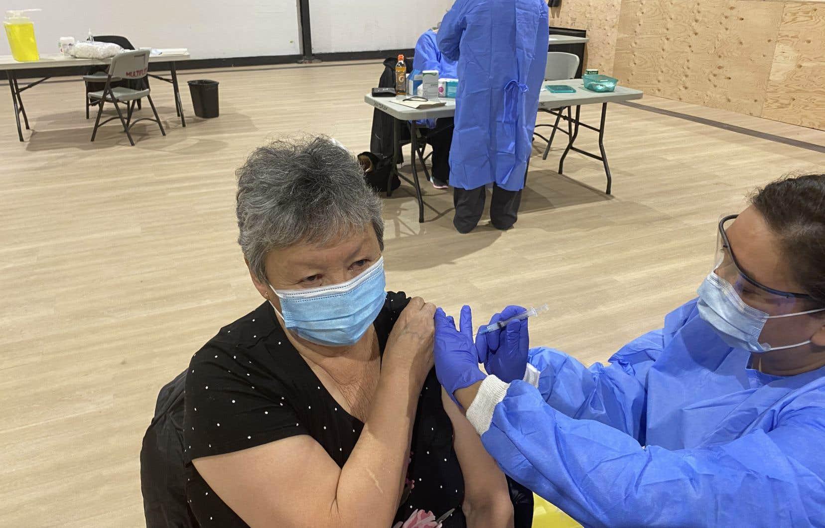 Les trois quarts des adultes des communautés autochtones seront vaccinés et auront reçu les deux doses, avant la fin mars.