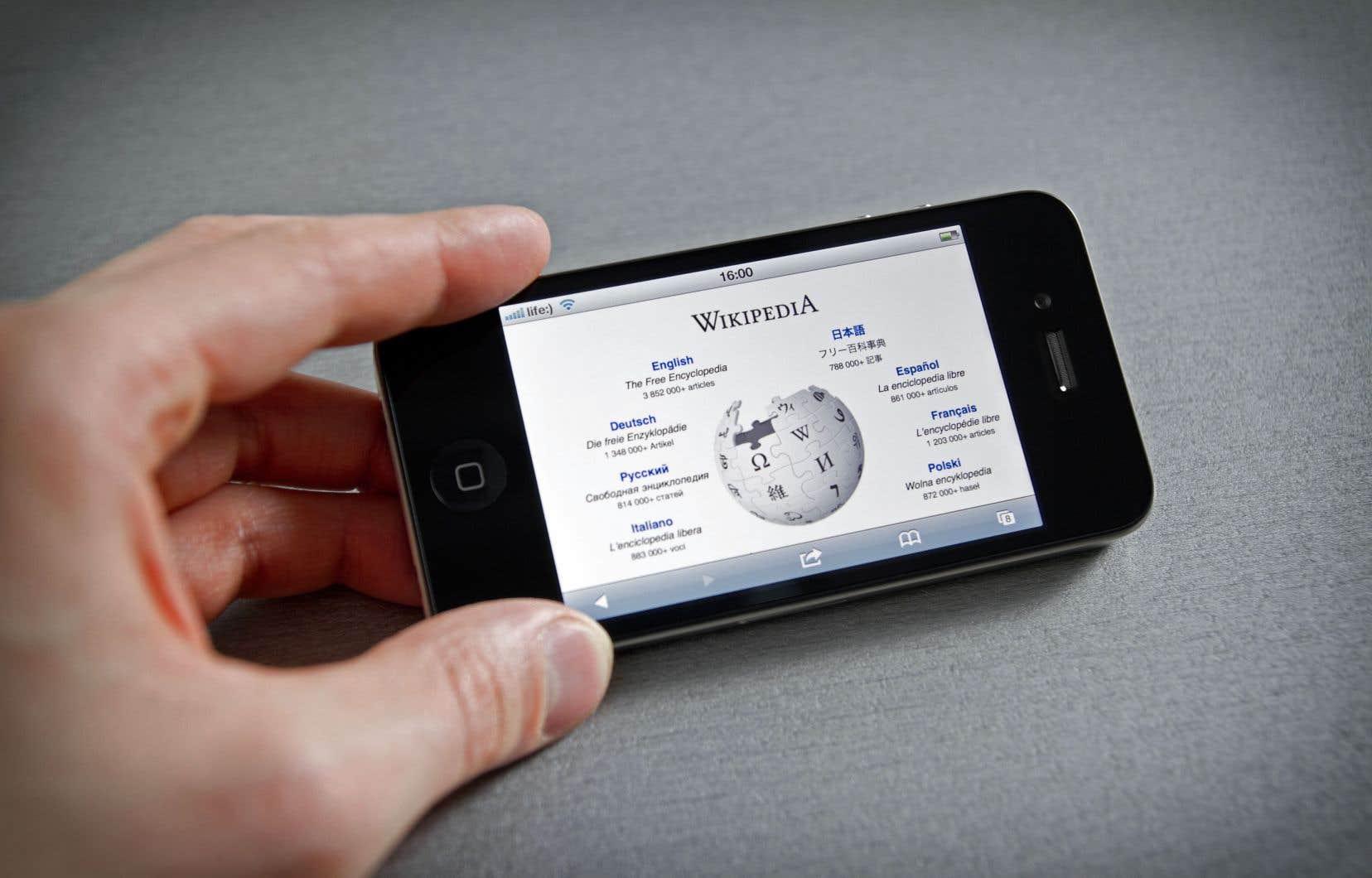 «À ce jour, il existe près de 300 versions linguistiques de Wikipédia et plus de 50millions d'articles», écrit l'autrice.