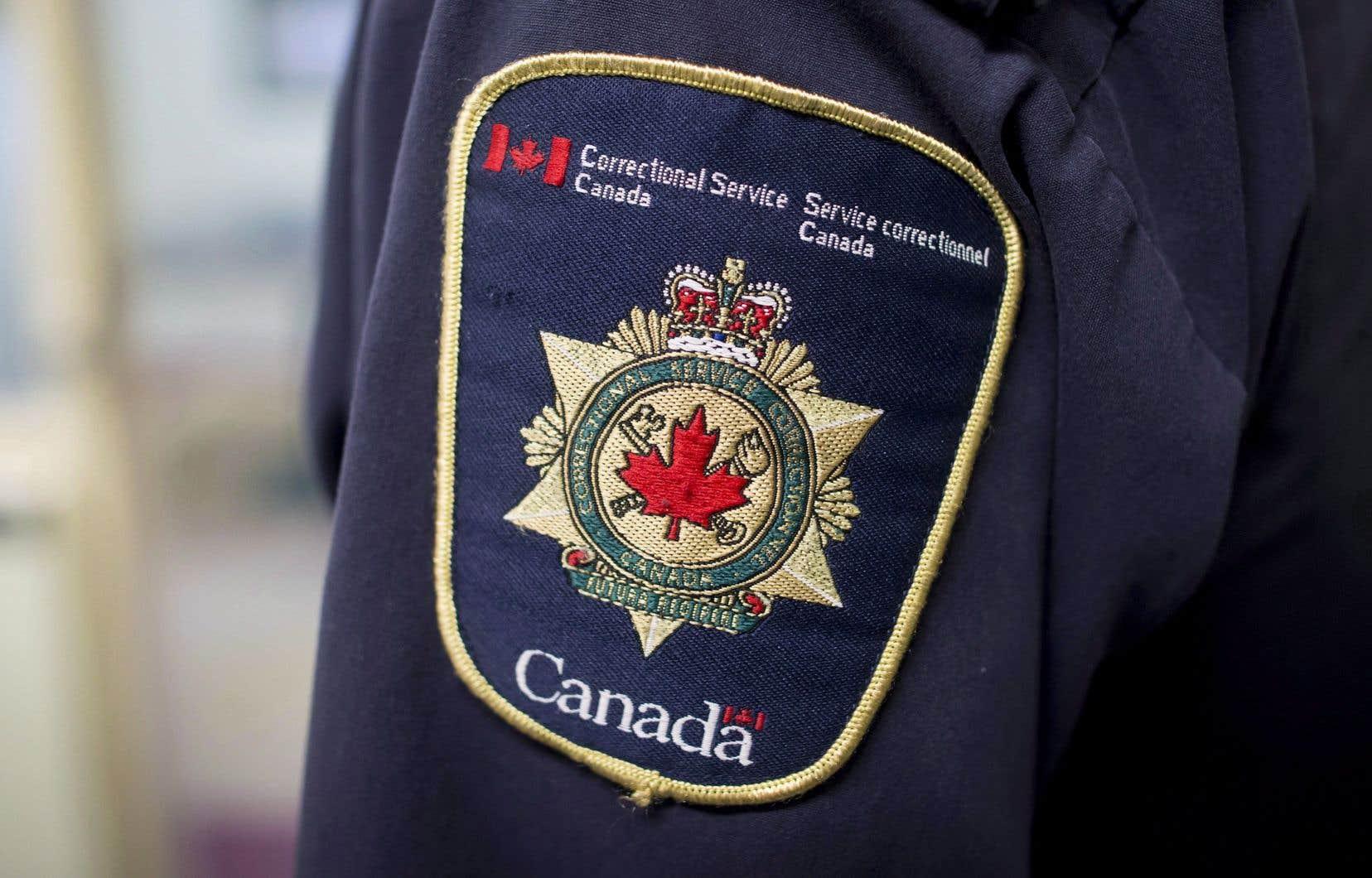 À Service correctionnel Canada, on dit «réduire la présence des employés dans [les] milieux de travail lorsque cela est possible tout en assurant la sécurité des employés, des détenus et du public».