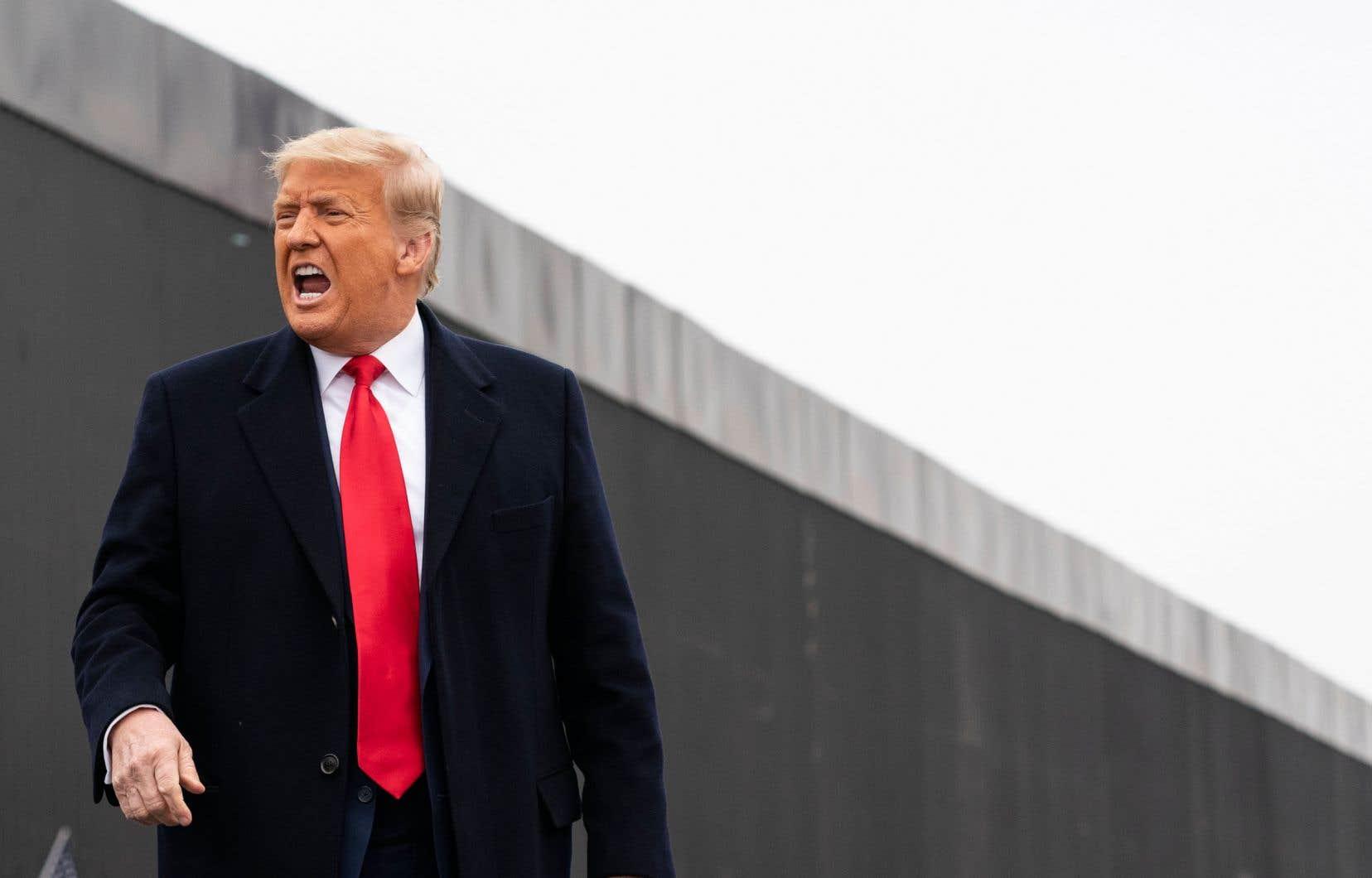 «Faut-il laisser une liberté d'accès aux plateformes aux futurs [Donald] Trump?», se questionne l'auteur.