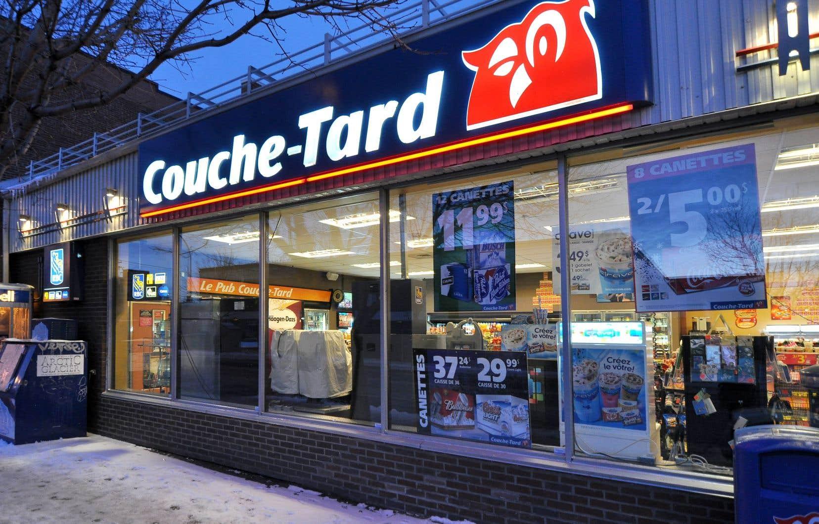 Le réseau mondial de Couche-Tard compte quelque 14200 points de vente et a réalisé des revenus d'environ 20,4milliards de dollars américains au cours du premier semestre terminé le 11octobre.
