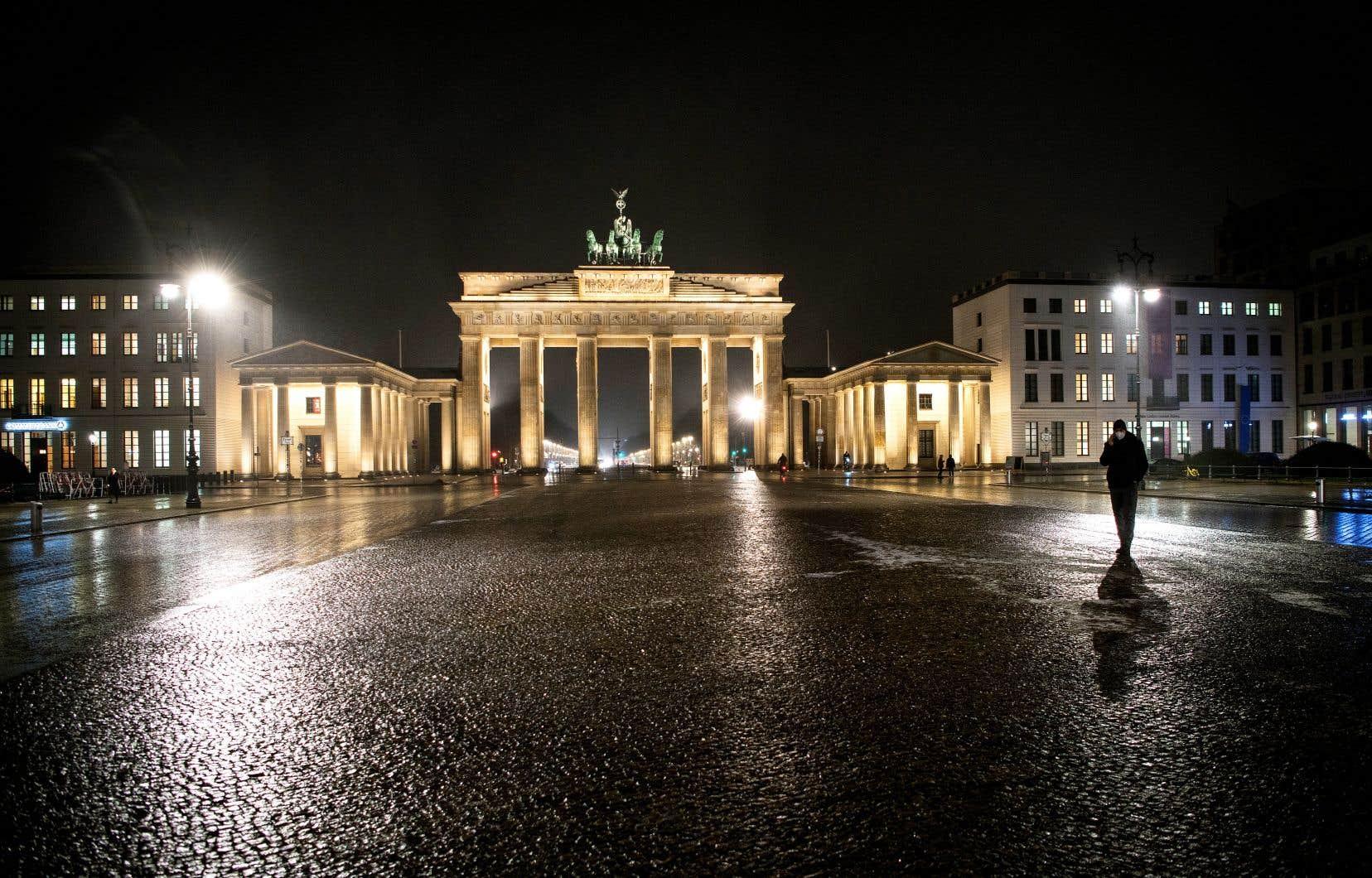 Toutes les restrictions déjà en place, comme la fermeture des écoles, des bars, des restaurants et des lieux culturels, s'appliqueront jusqu'au 14 février a annoncé la chancelière allemande.