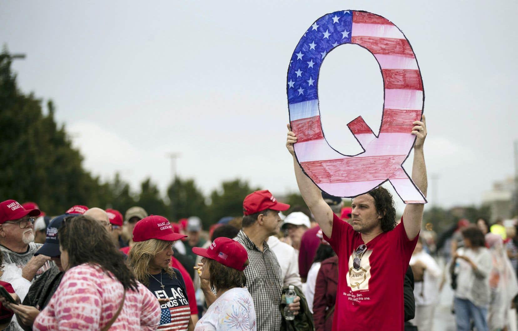 Une baisse du nombre d'adhérents à QAnon pourrait être compensée par une hausse de leur dangerosité.