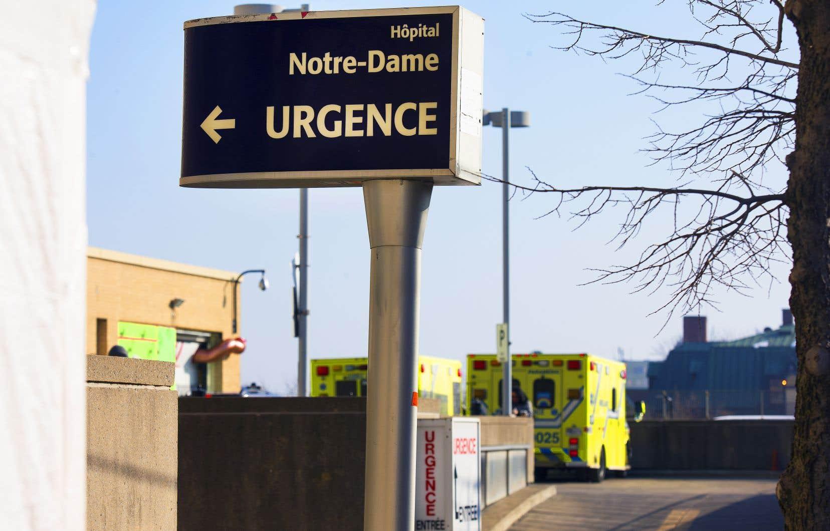 Le chef de service de l'urgence psychiatrique de l'Hôpital Notre-Dame, le DrStéphane Proulx, est préoccupé par cette nouvelle tendance apparue lors de la deuxième vague.