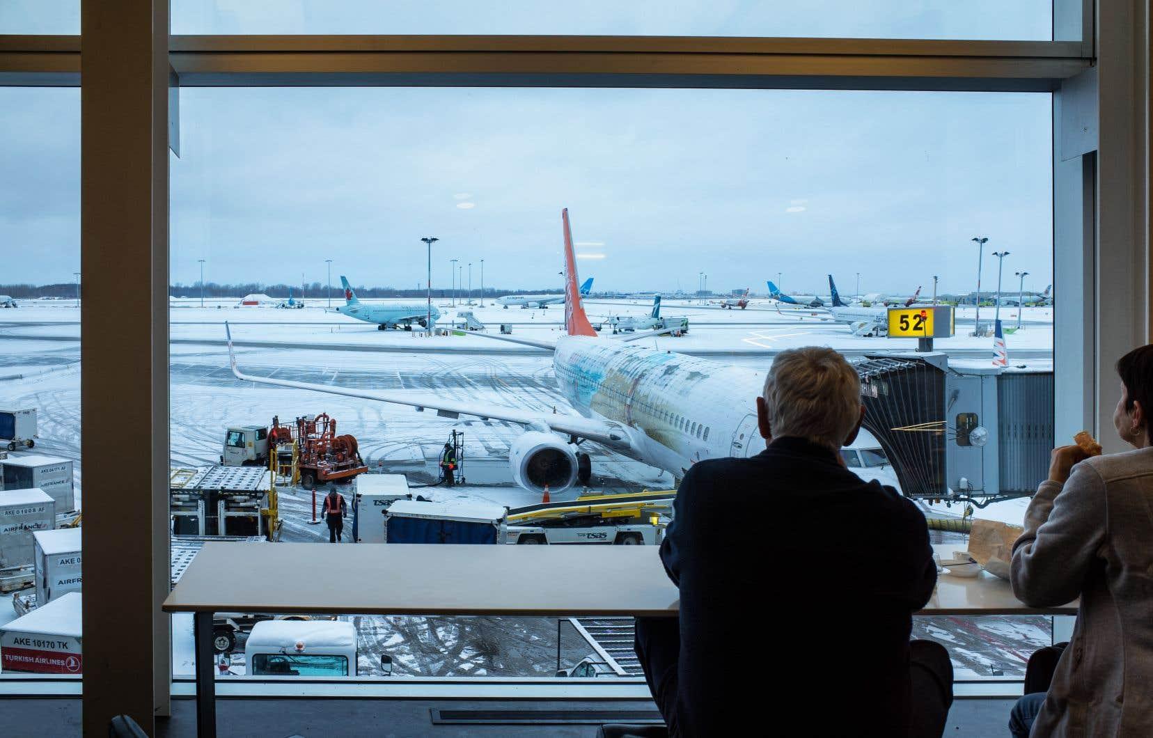 «Air Canada, WestJet, Air Transat et les autres compagnies aériennes d'ici ont investi des sommes considérables au cours des dernières décennies afin de tisser leurs réseaux de destinations, de constituer leurs flottes, d'implanter leurs infrastructures», écrit l'auteur.