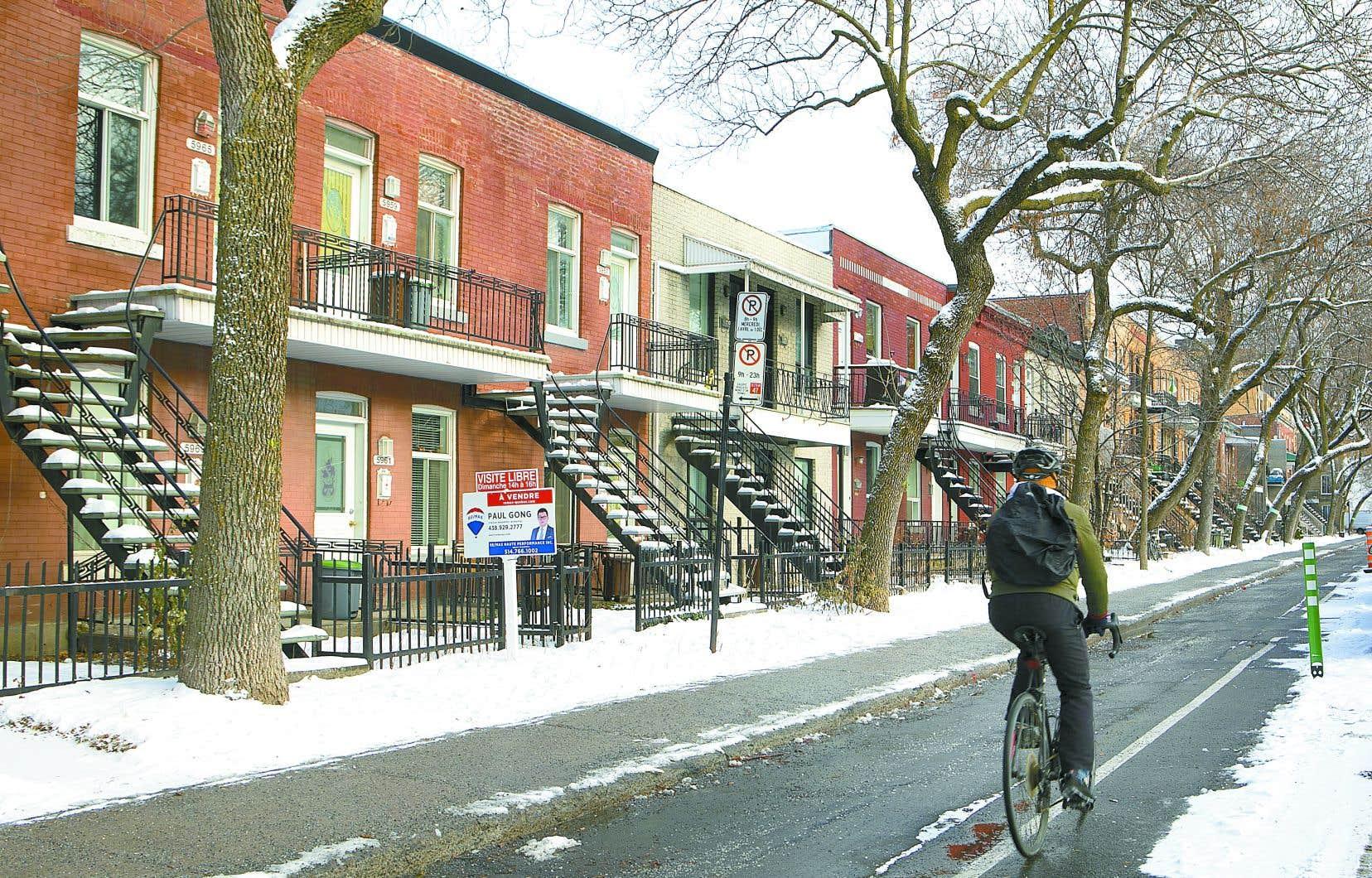 La crise du logement frappe la plupart des villes du Québec, qui affichent des taux d'inoccupation inférieurs à 3%, seuil où l'on considère qu'il y a équilibre entre l'offre et la demande.