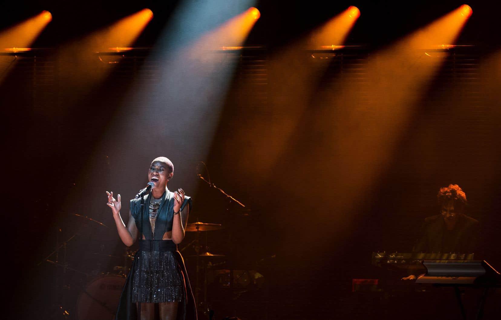 Dominique Fils-Aimé en concert lors de la remise des prix Polaris, à Toronto