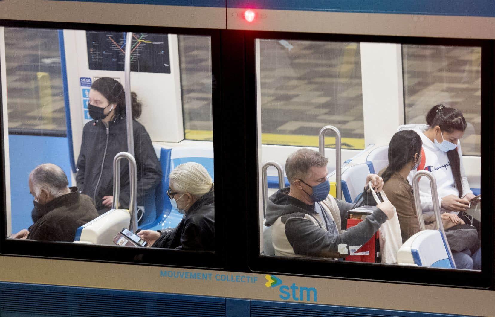 «Non, ça ne va pas bien en ville, chers amis, du moins dans la vraie réalité des simples usagers de la STM qui payent leurs frais mensuels, portent un masque tout en étant constamment sur leurs gardes», écrit l'autrice.