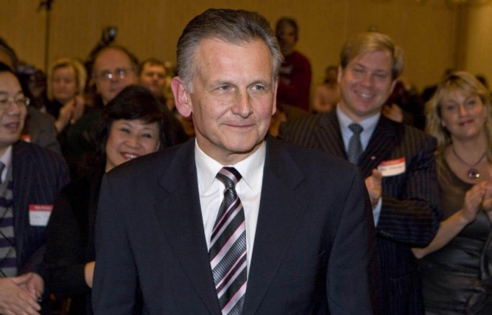Larry Smith, candidat conservateur dans la circonscription montr&eacute;alaise de Lac-Saint-Louis, dit ne pas se formaliser de la strat&eacute;gie ax&eacute;e sur les r&eacute;gions de son parti.<br />