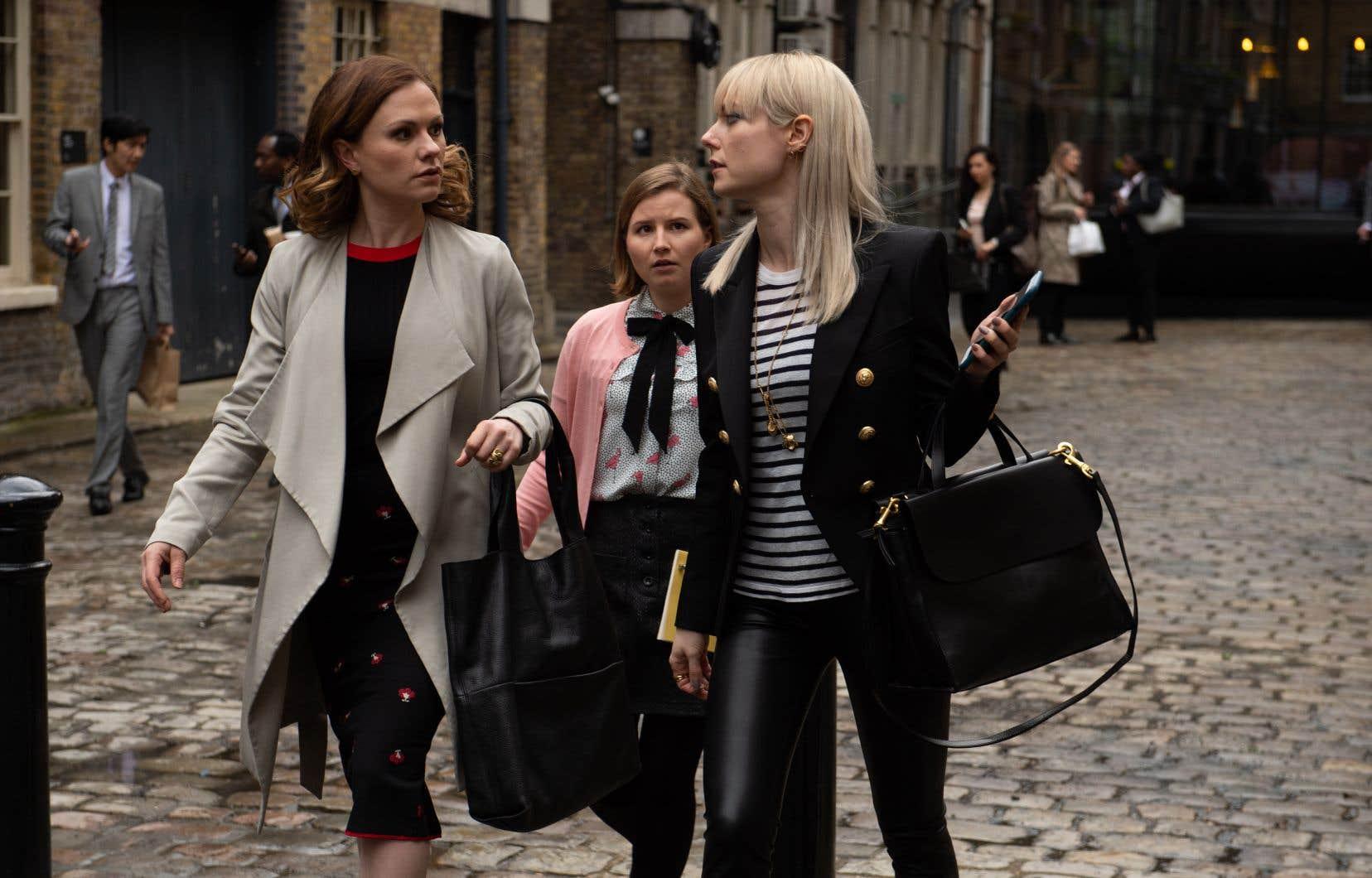 Robyn (Anna  Paquin), Melody (Rebecca Benson) et Eve  (Lydia Wilson) additionnent  les machinations et font  preuve d'une morale plus qu'élastique.