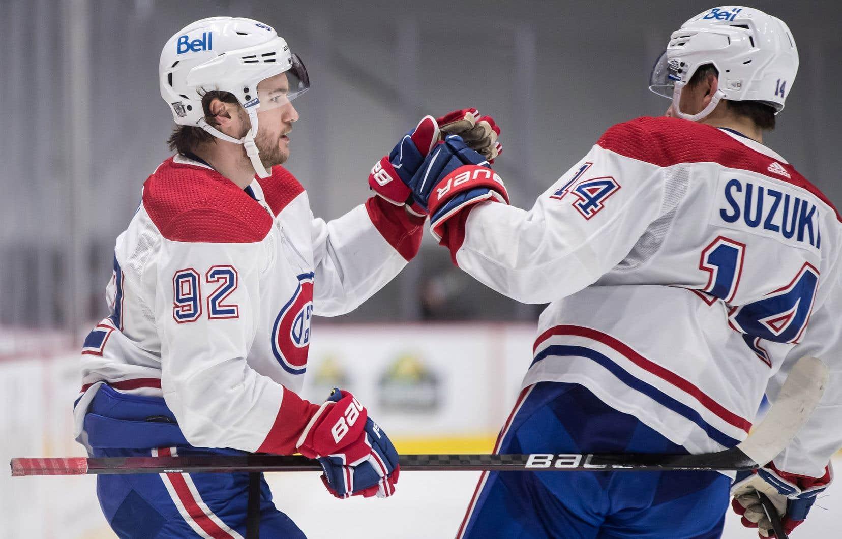 Jonathan Drouin, à gauche, et Nick Suzuki qui célèbrent le but de Drouin contre les Canucks de Vancouver lors de la troisième période d'un match de la LNH à Vancouver, samedi dernier.