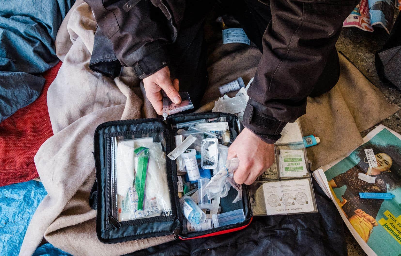 Des organisations qui œuvrent auprès des toxicomanes et des professionnels en santé plaident en faveur de l'adoption d'une approche basée sur la santé publique plutôt que sur la répression.