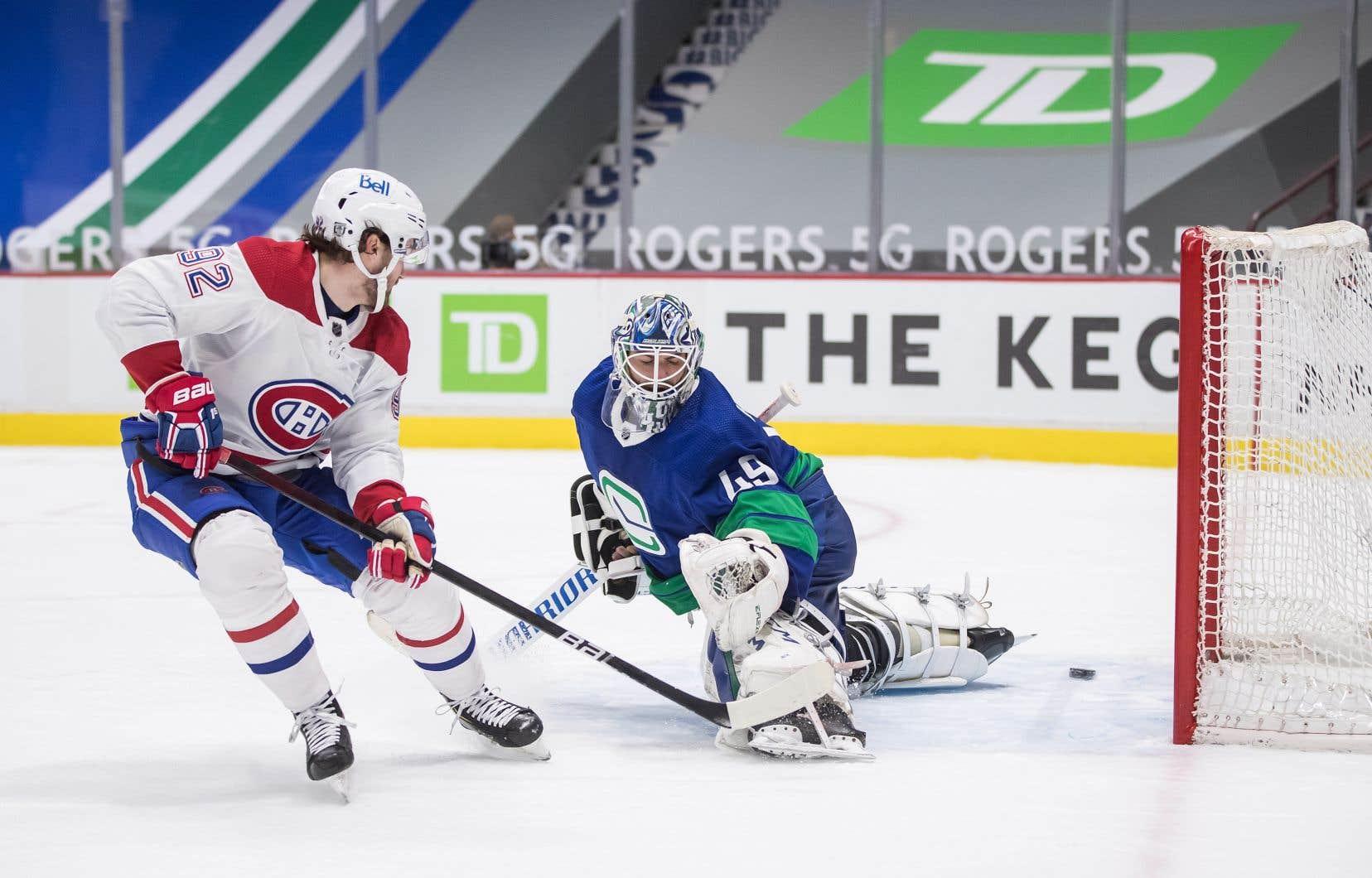 Le Canadien Jonathan Drouin marque un but devant Braden Holtby, des Canucks, durant un match à Vancouver le 23 janvier dernier.