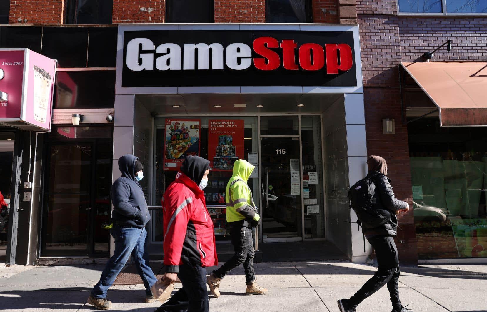 Que l'un des enjeux de cet affrontement soit l'avenir plus qu'incertain d'une chaîne de magasins de jeux vidéo en difficulté (GameStop), vendant principalement ses produits dans des centres commerciaux, en pleine pandémie, semble secondaire.