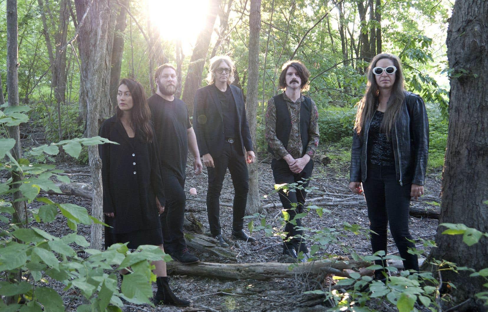 Le sixième  album  du groupe  Besnard Lakes explore  les thèmes  de la mort  et de la  renaissance.