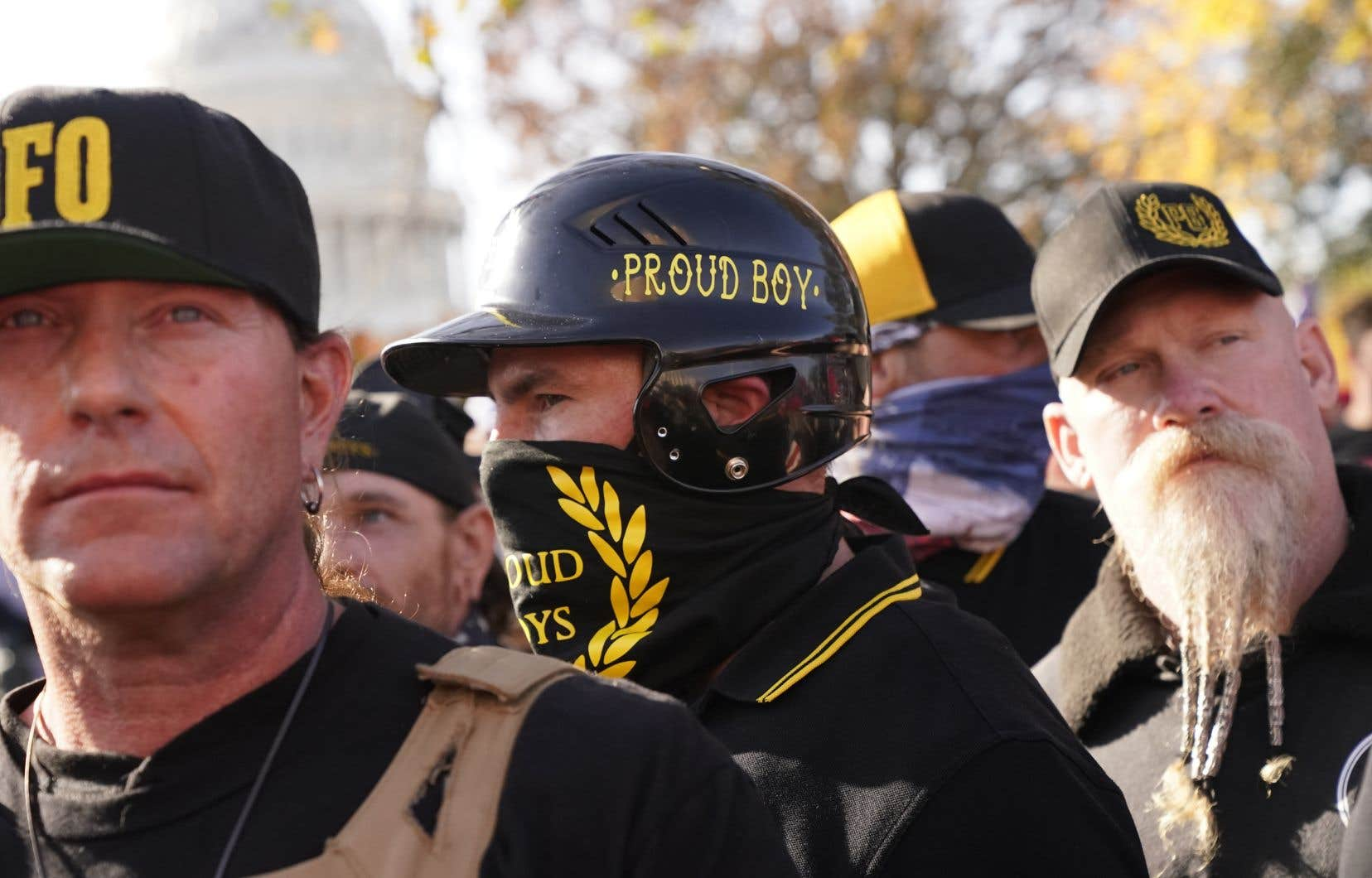 Les députés ont accru la pression en adoptant une motion appelant le gouvernement à utiliser tous les outils disponibles pour lutter contre la prolifération des suprémacistes blancs et des groupes haineux, en commençant par la désignation immédiate des Proud Boys comme entité terroriste. Sur la photo, des membres de ce groupe lors d'une manifestation en novembre 2020 à Washington.