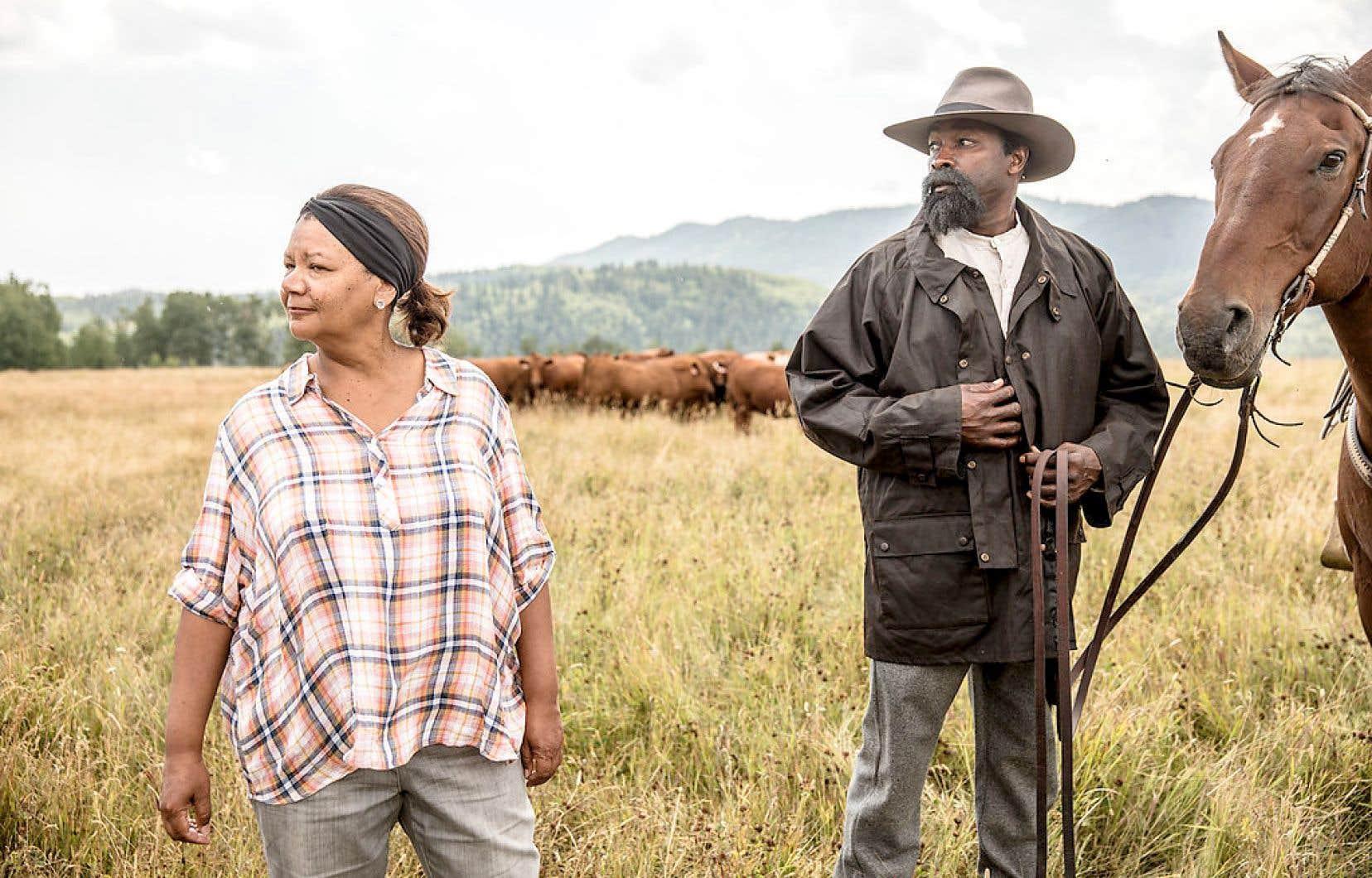 La réalisatrice Cheryl Foggo et Fred Whitfield qui incarne le rôle principal dans «Sur les traces de John Ware»