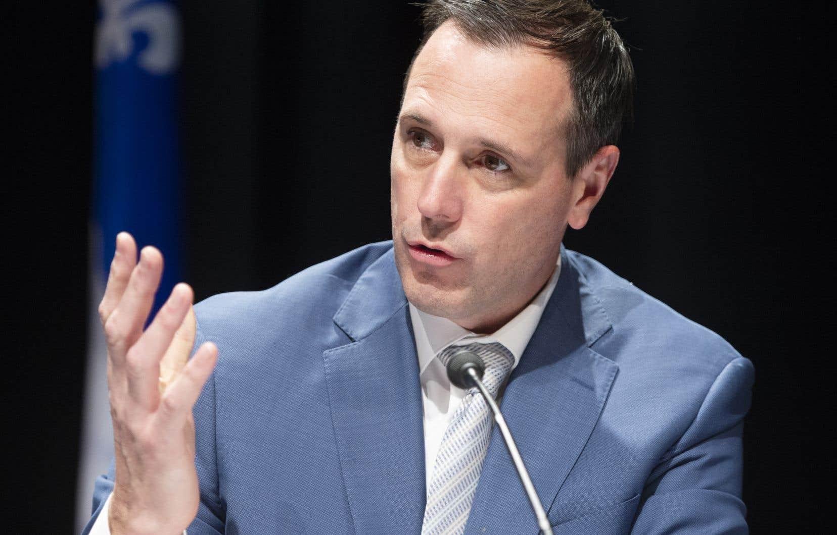 Le ministre Jean-François Roberge s'est dit soucieux de respecter les conventions collectives et le calendrier scolaire.