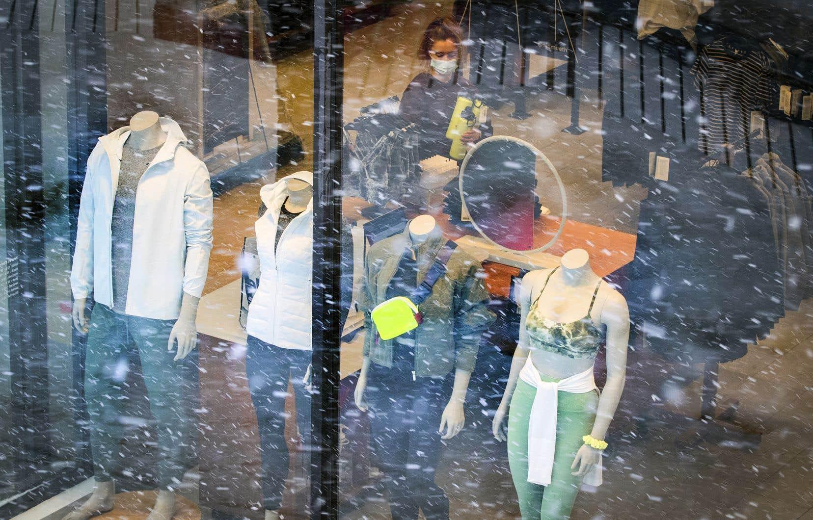 Les détaillants soulignent tous qu'il y aura des rabais importants sur les collections de vêtements de l'automne et de l'hiver.