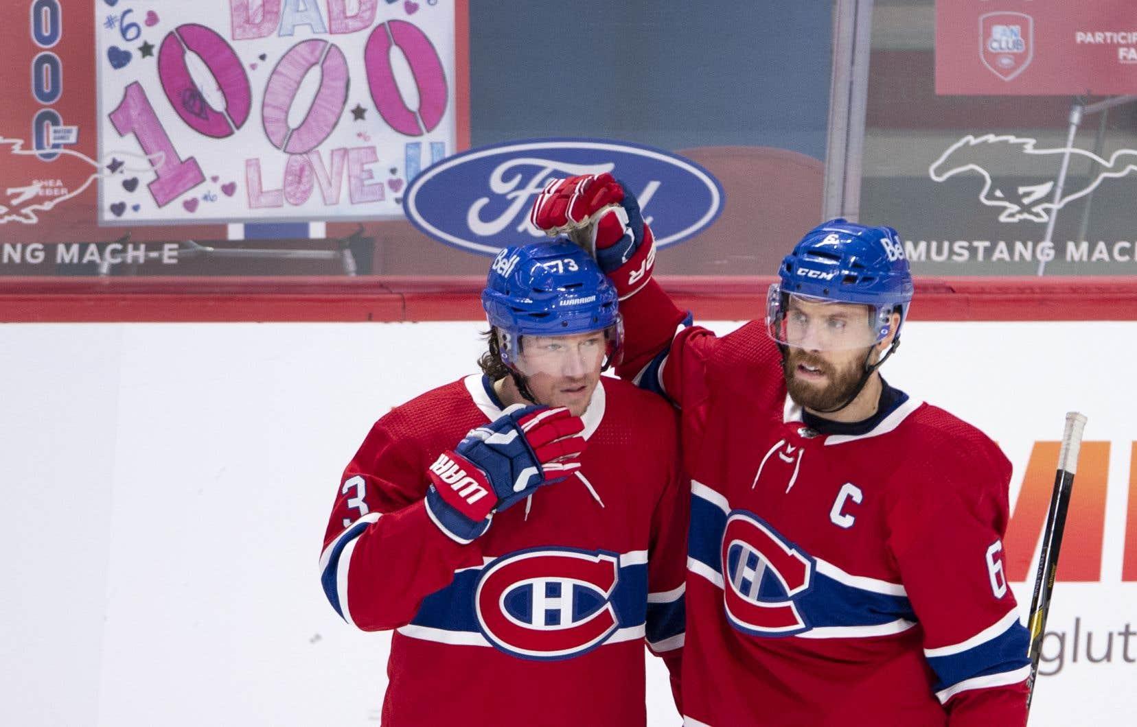 TylerToffoli, ici félicité par le capitaine Shea Weber, a marqué huit de ses neuf buts de la campagne face aux Canucks.