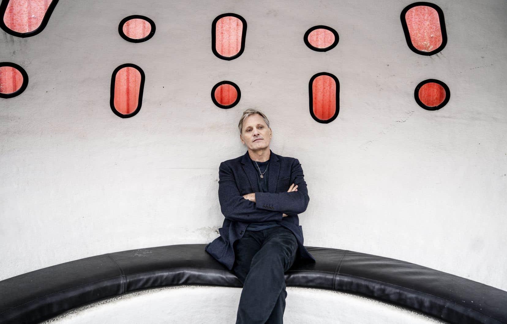Viggo Mortensen en marge d'une conférence de presse à Copenhage, à l'automne 2020, pour présenter son film.
