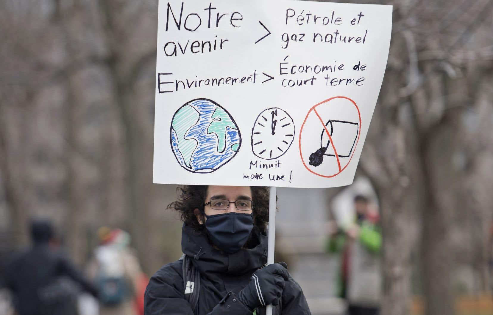«Tous les projets impliquant le gaz naturel ne sont pas avantageux, mais il est raisonnable de croire que quelques-uns le sont pour la période transitoire actuelle», estime l'auteur.
