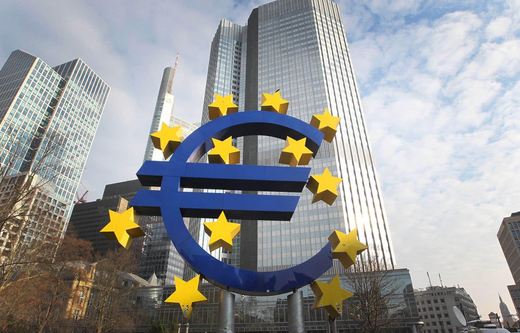 «Les citoyens découvrent, pour certains avec effarement, que près de 25% de la dette publique européenne est aujourd'hui détenue par leur banque centrale», relèvent plus de 100 économistes dans une tribune.