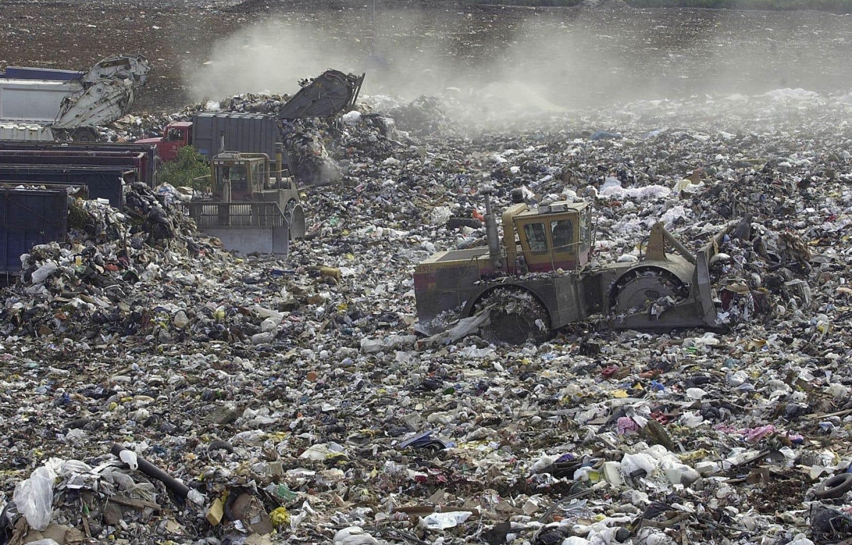 À peine 27% des matières dites «putrescibles» sont recyclées, selon le plus récent bilan de Recyc-Québec, soit celui de 2018. Tout le reste est envoyé dans les sites d'enfouissement, où les matières organiques produisent du méthane, un puissant gaz à effet de serre.