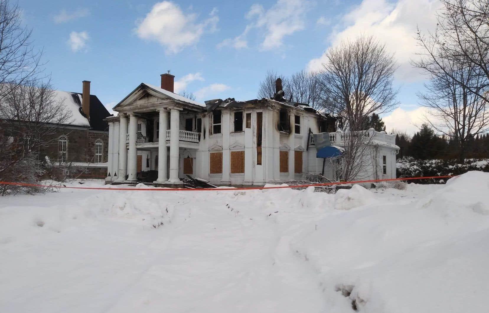 Bien que l'immeuble ait été classé depuis 1978 par l'État, le Manoir Taschereau a été laissé à l'abandon à la suite des inondations de Beauce au printemps 2019 avant d'être détruit par un incendie criminel la semaine dernière.