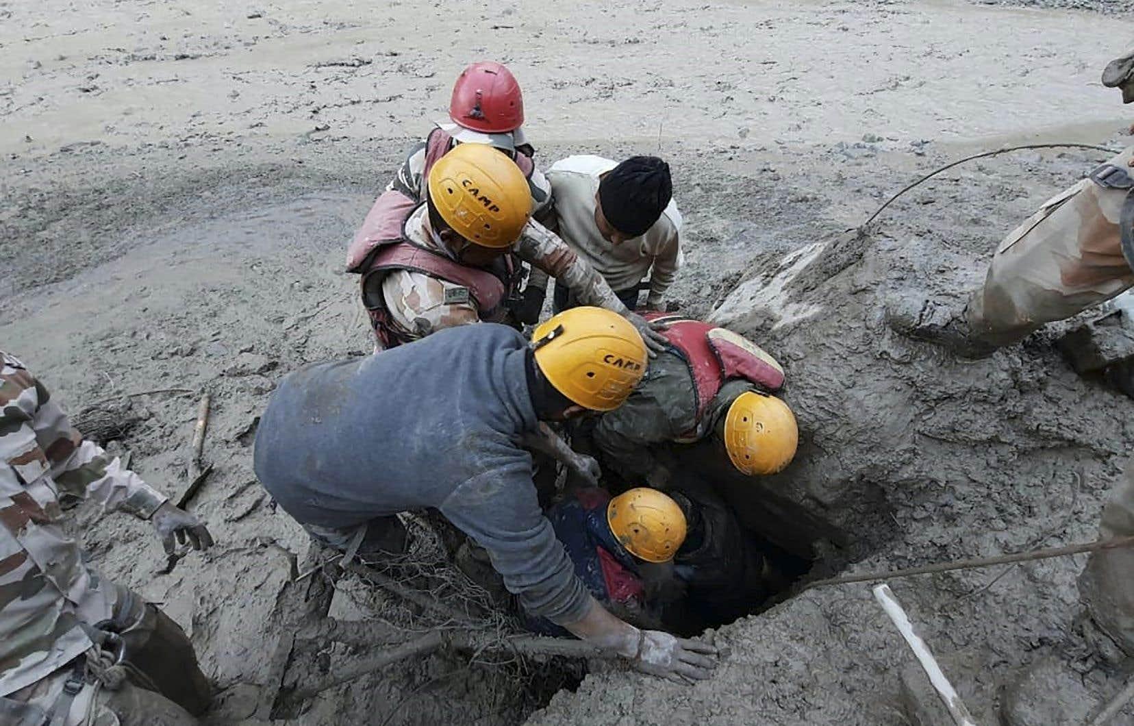 La plupart des 200 disparus sont des employés des deux centrales électriques ravagées par le déluge.