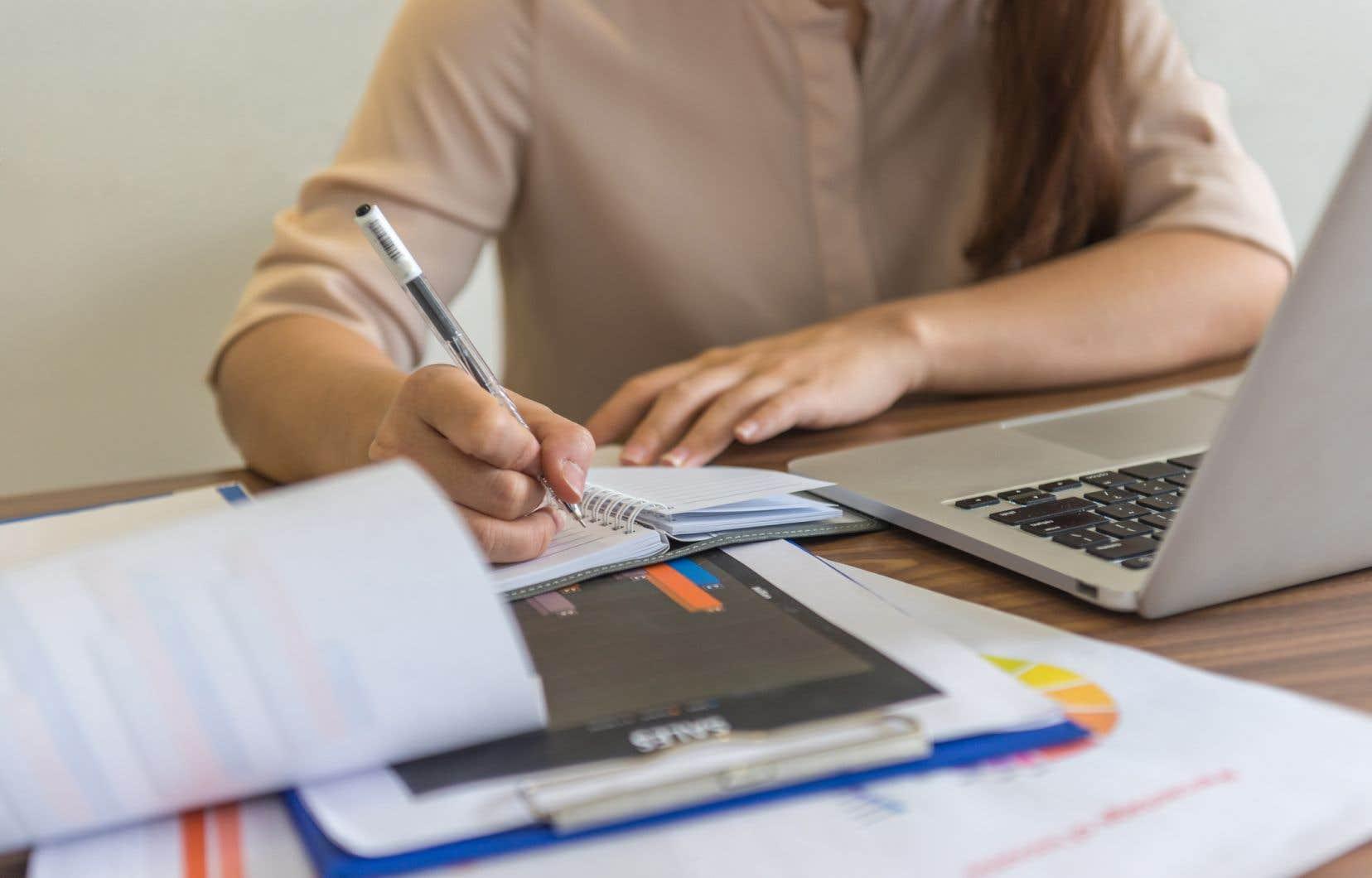 «Alors que le Québec était mis sur pause à la mi-mars 2020, les professeurs de cégep ont amorcé l'enseignement en ligne dès la première semaine d'avril», rappelle l'autrice.