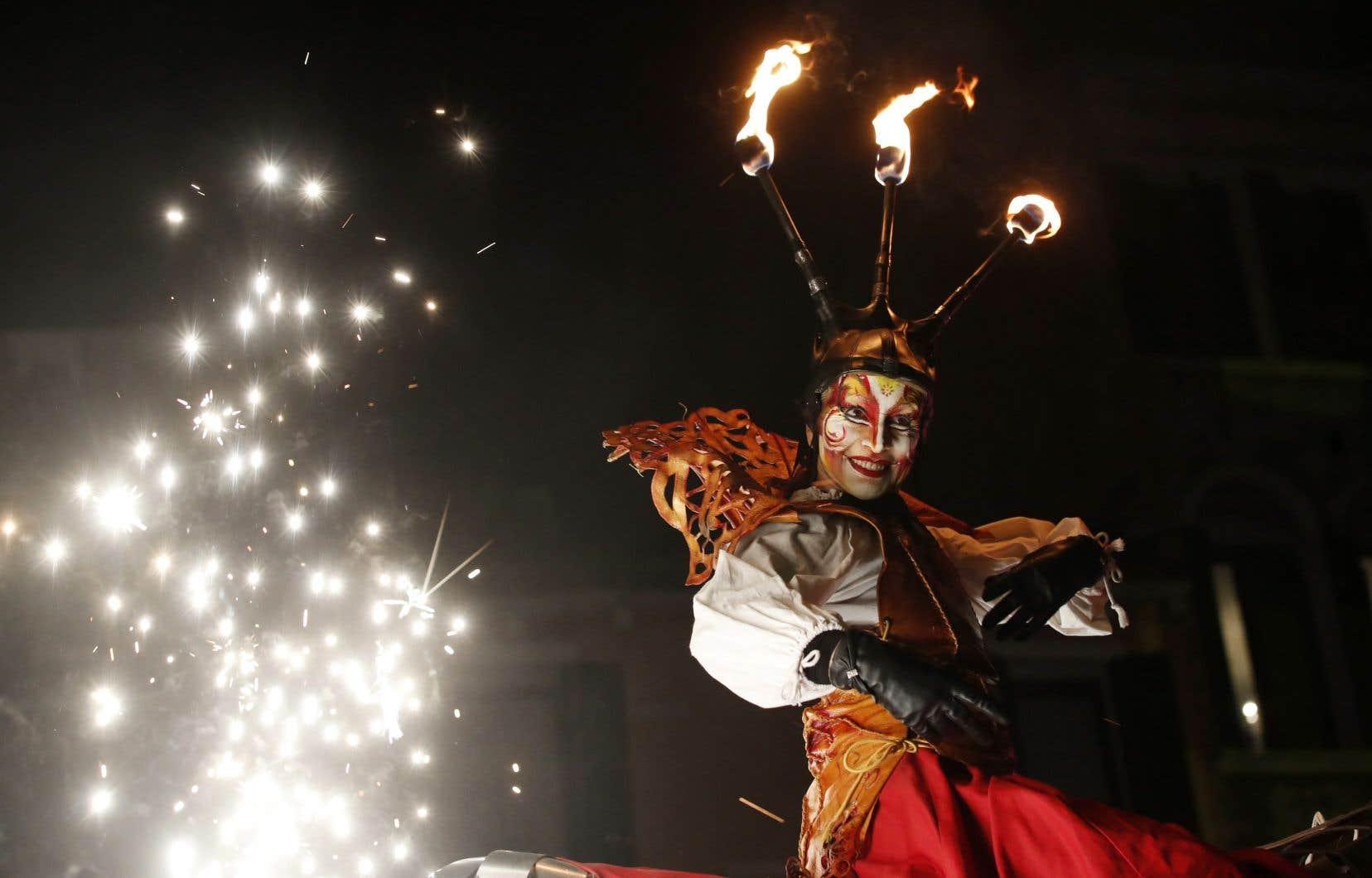Un artiste masqué au Carnaval de Venise, l'un des plus vieux du monde