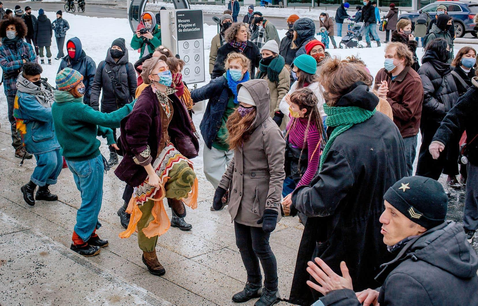 Rassemblement sur la place des Festivals, à Montréal, pour défendre les arts vivants au Québec dans le contexte de la pandemie