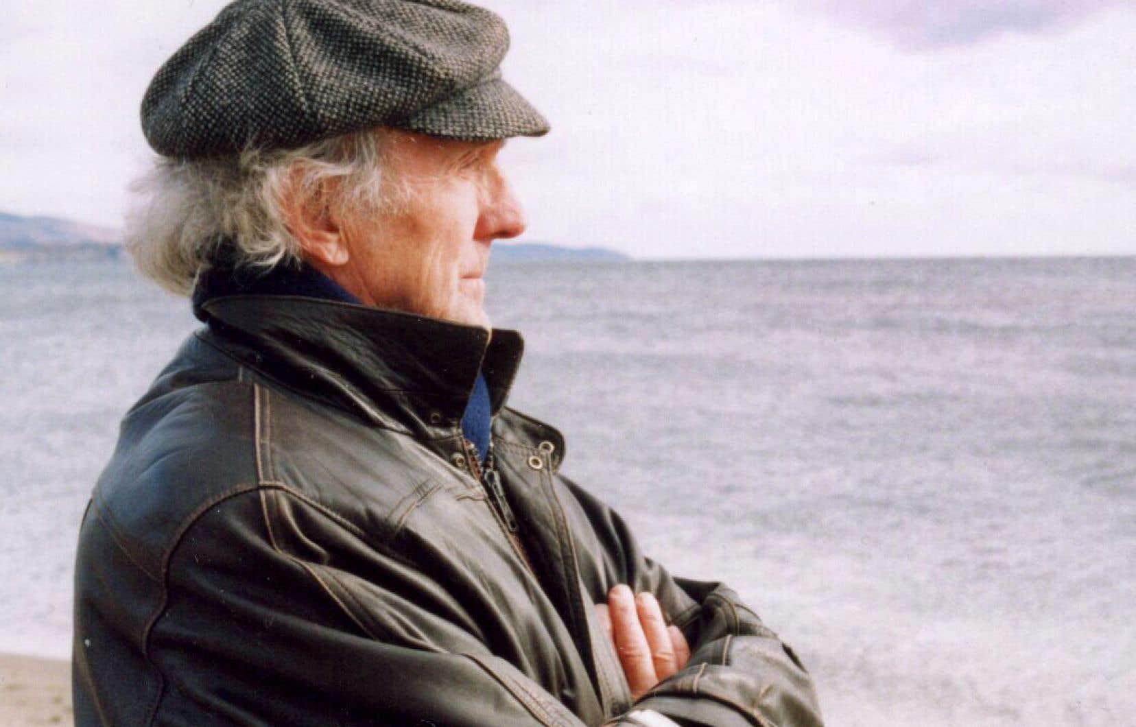 «[L'œuvre de Jules Bélanger] prend racine dans le creuset de la Révolution tranquille en s'impliquant corps et âme notamment dans le développement de l'éducation, des communications et de la culture», écrit l'auteur. On voit ici M. Bélanger en 2004.