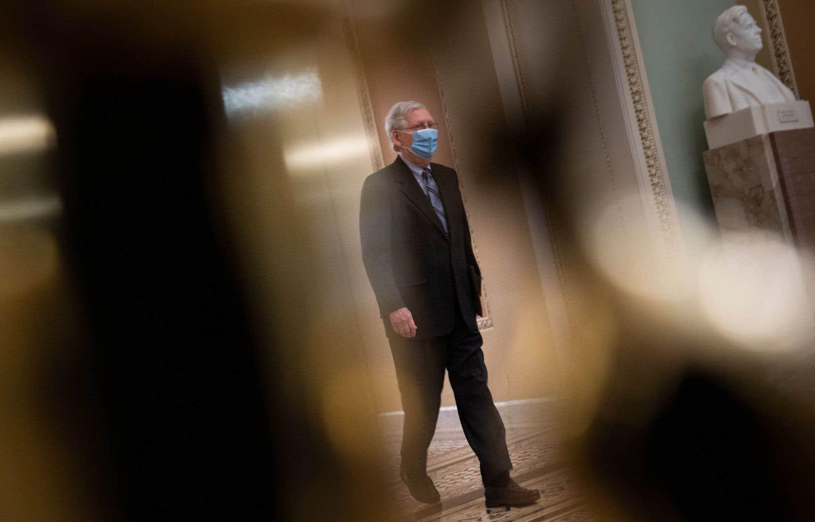 Le leader de la minorité républicaine au Sénat, Mitch McConnell avait initialement reconnu que le rôle de l'ancien président dans les émeutes du 6janvier pourrait être passible de destitution. Il est depuis revenu à voter contre la tenue du procès.