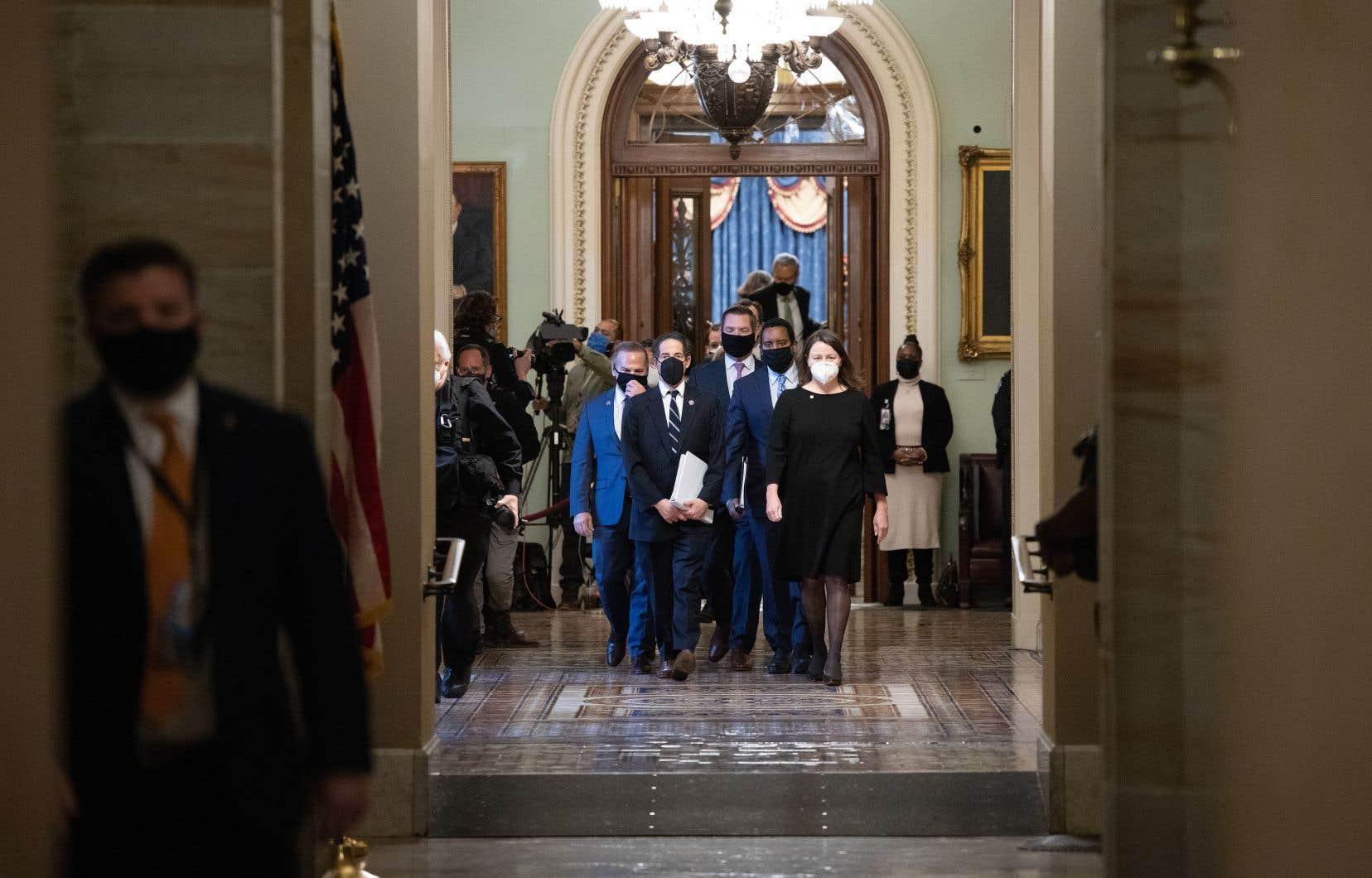 Sept sénateurs républicains ont rompu les rangs et voté avec leurs 50 collègues démocrates et indépendants, mais cela n'a pas suffi pour atteindre les deux tiers nécessaires à la condamnation.