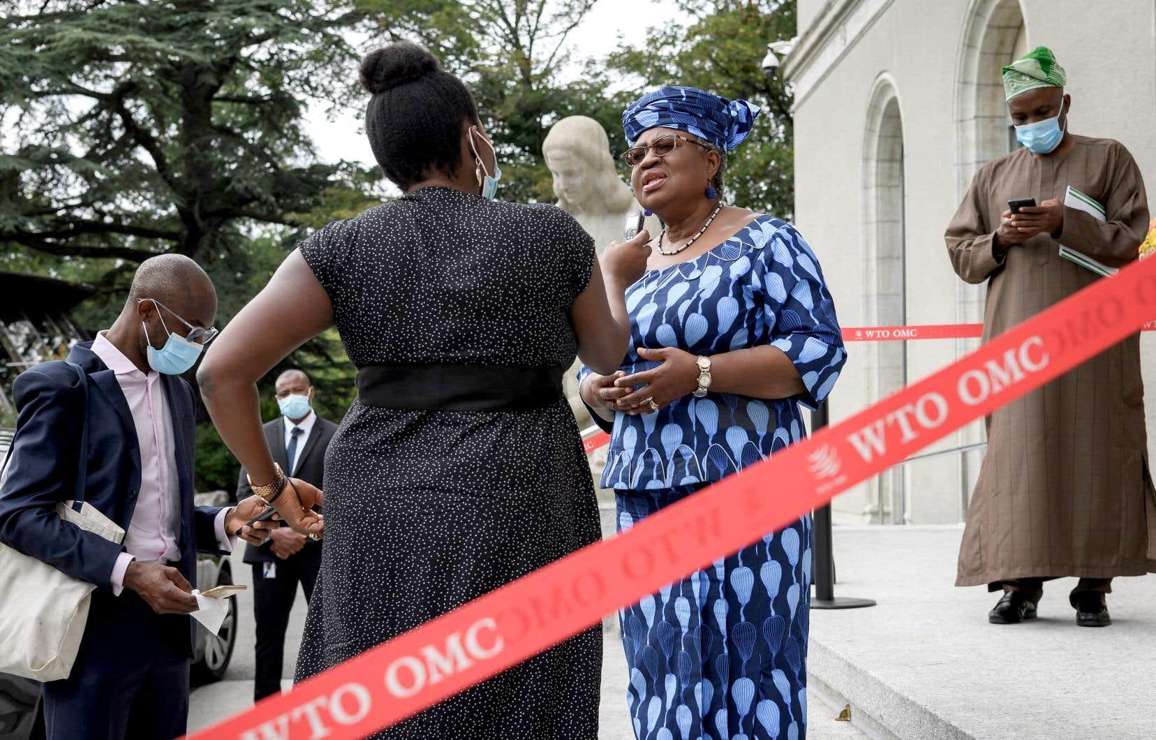 Diplômée de l'Université Harvard et du MIT, Ngozi Okonjo-Iweala a deux fois été ministre des Finances de son pays, s'est hissée au rang de numéro 2 de la Banque mondiale et préside actuellement une organisation favorisant l'accès à la vaccination en Afrique.