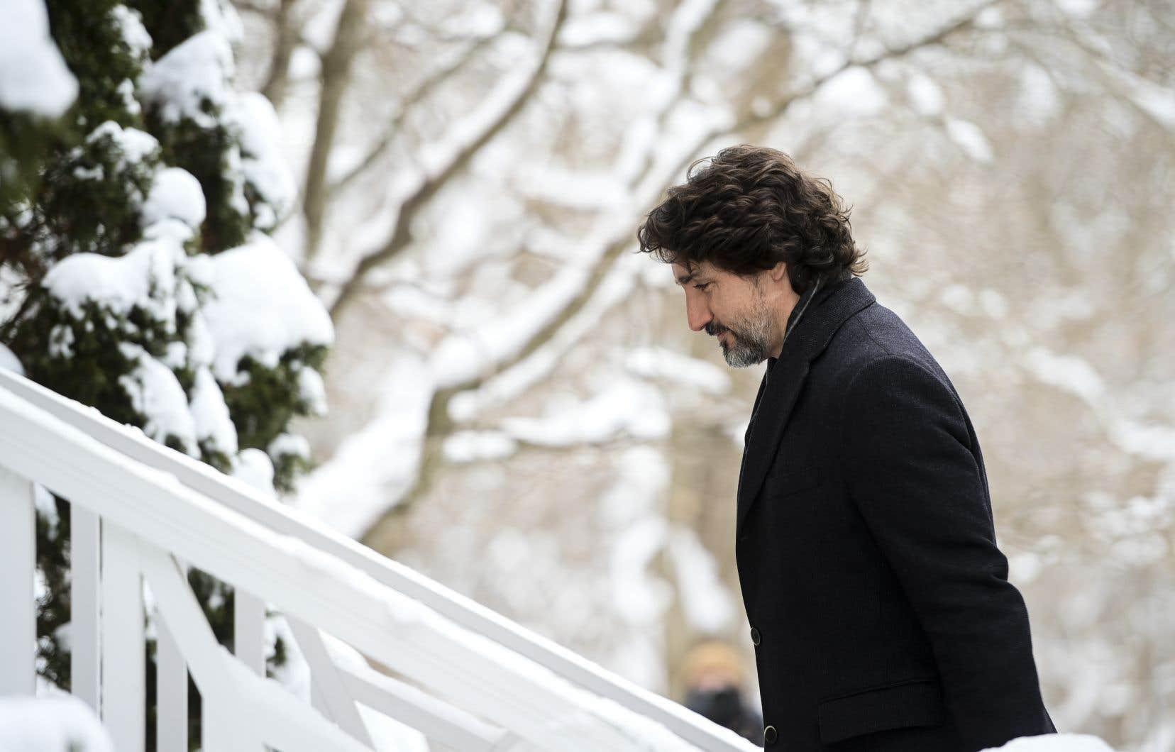 Le gouvernement Trudeau a créé un programme de 912millions de dollars l'an dernier visant à offrir des bourses pour encourager les jeunes à faire du bénévolat pendant la pandémie.